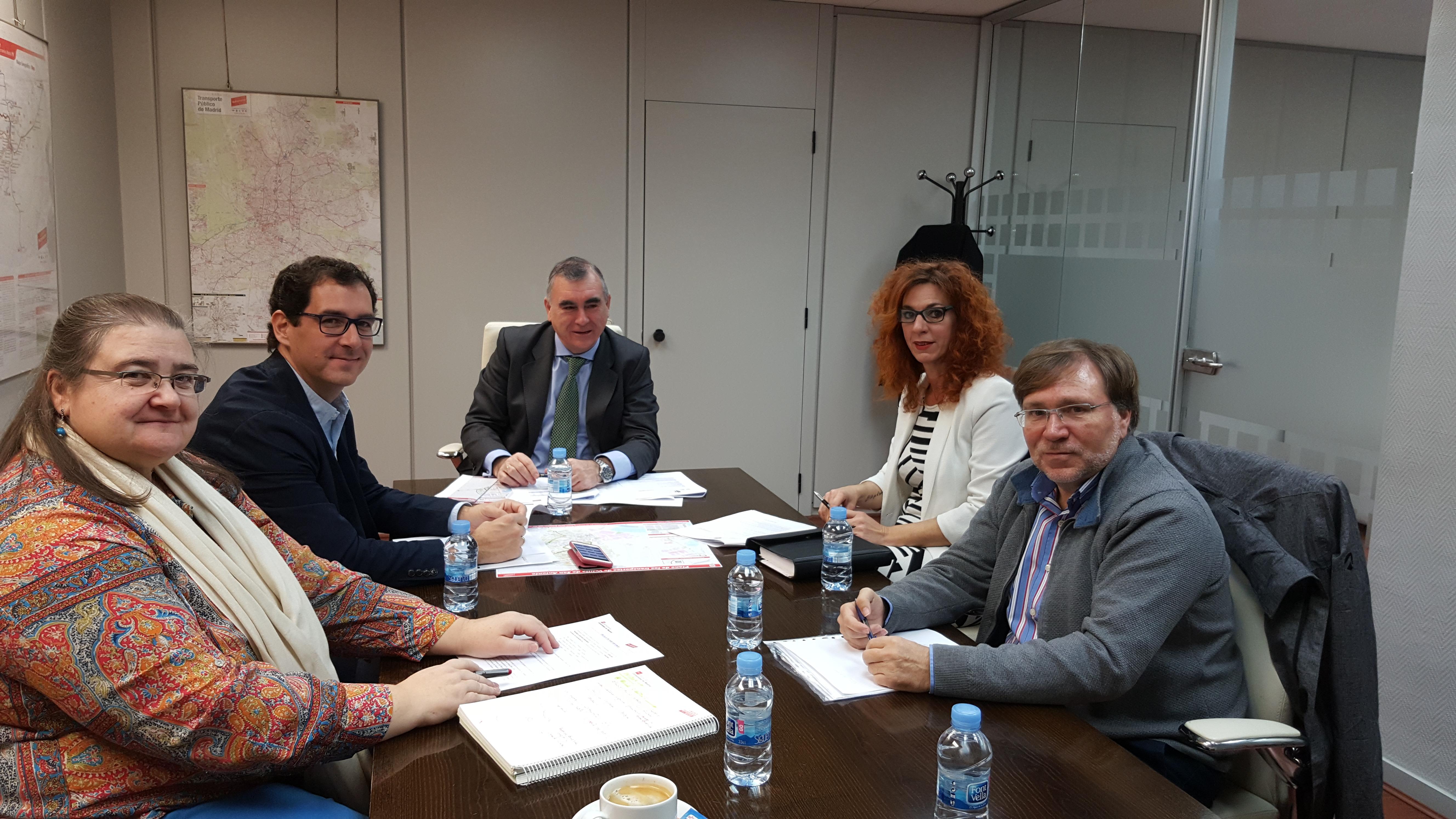 La Alcaldesa y el Concejal de Transportes se reúnen con el Gerente del Consorcio de Transportes