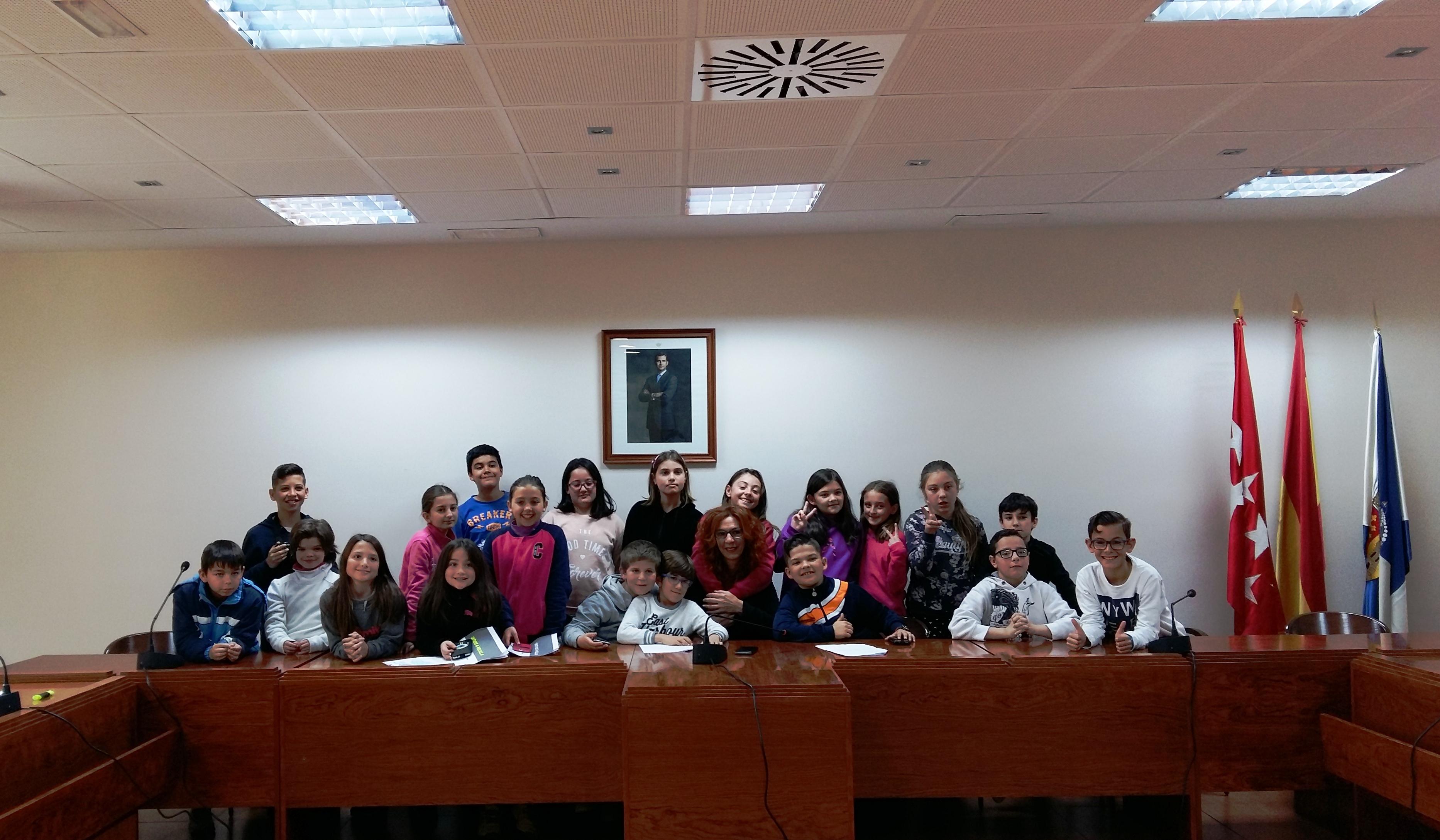 Los chicos y chicas de 5ºD del CP Valdemera entrevistan a la Alcaldesa