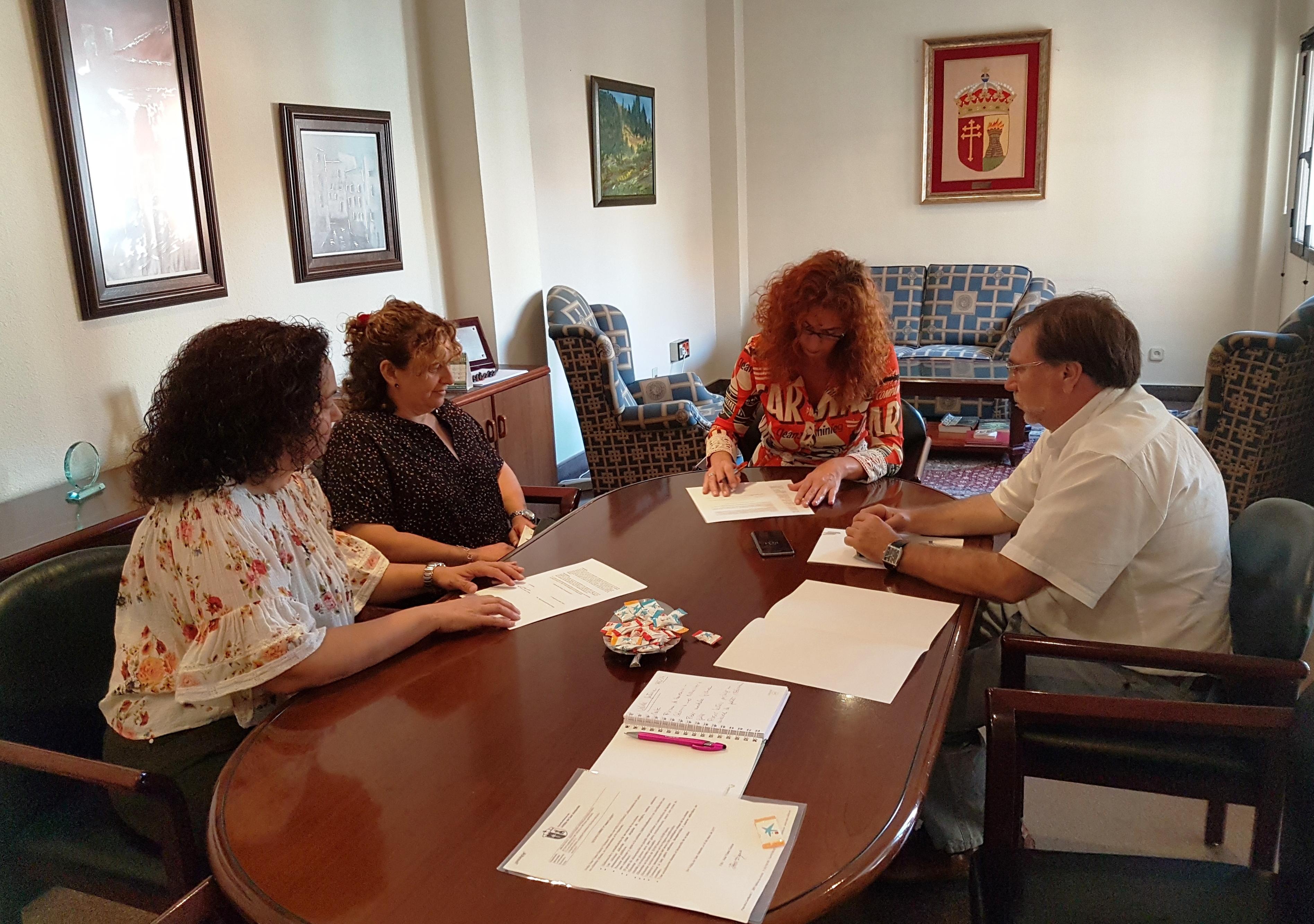 Renovación del convenio de colaboración entre el Ayuntamiento y Velilla Gatuna
