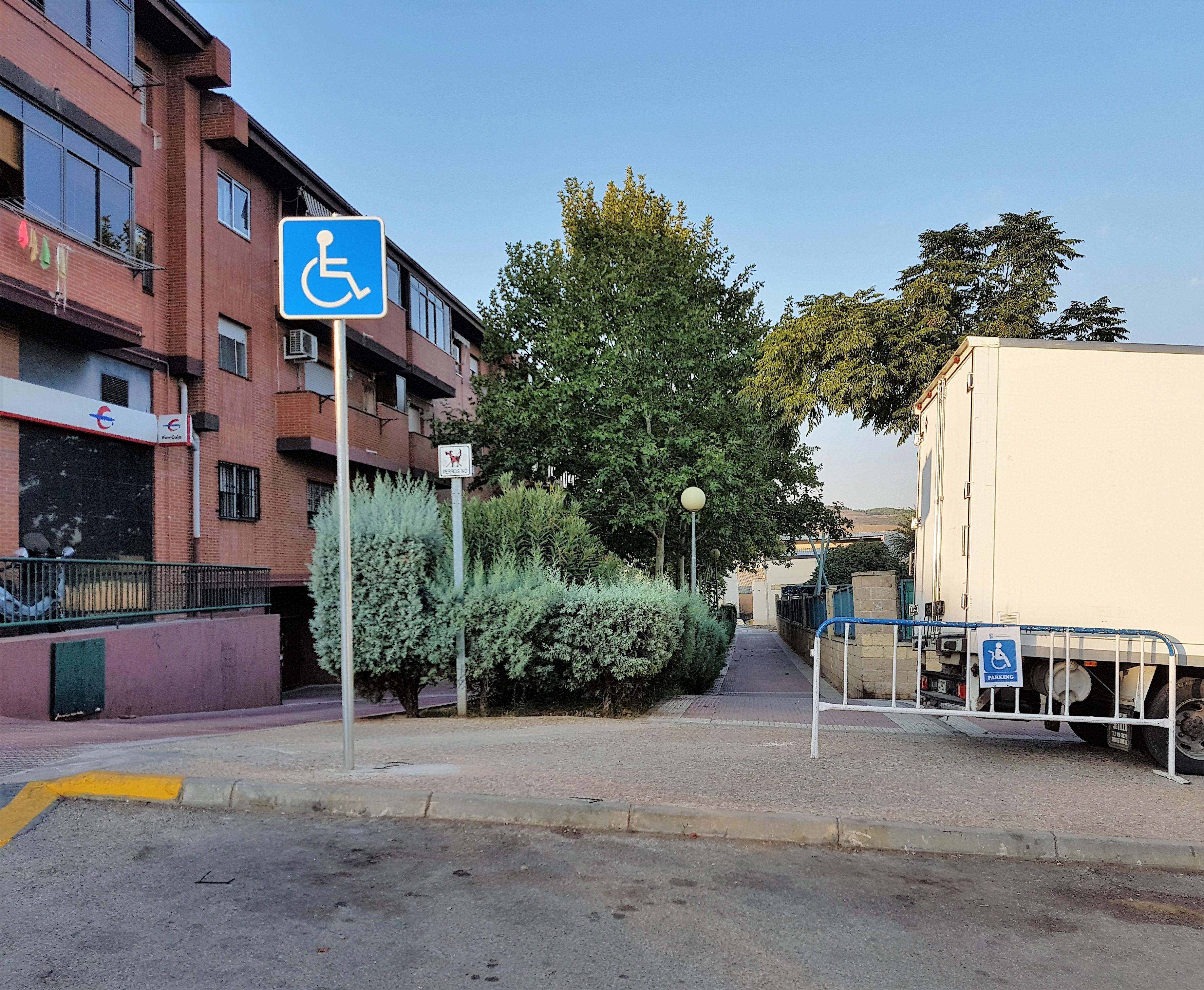 Nuevas plazas de aparcamiento para personas con movilidad reducida