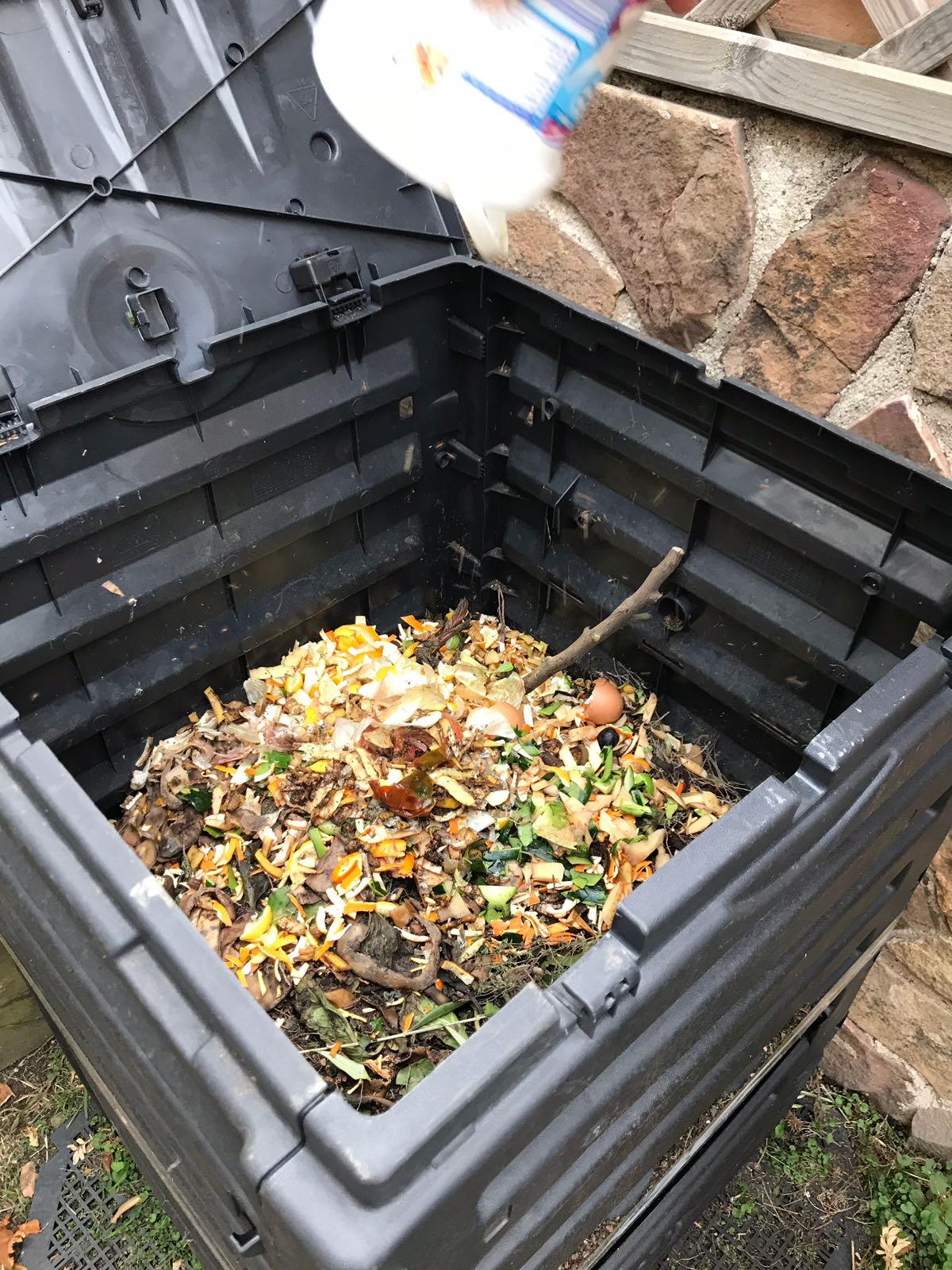 ¿Te unes al programa de compostaje doméstico?. El día 16 de mayo te contamos cómo puedes hacerlo