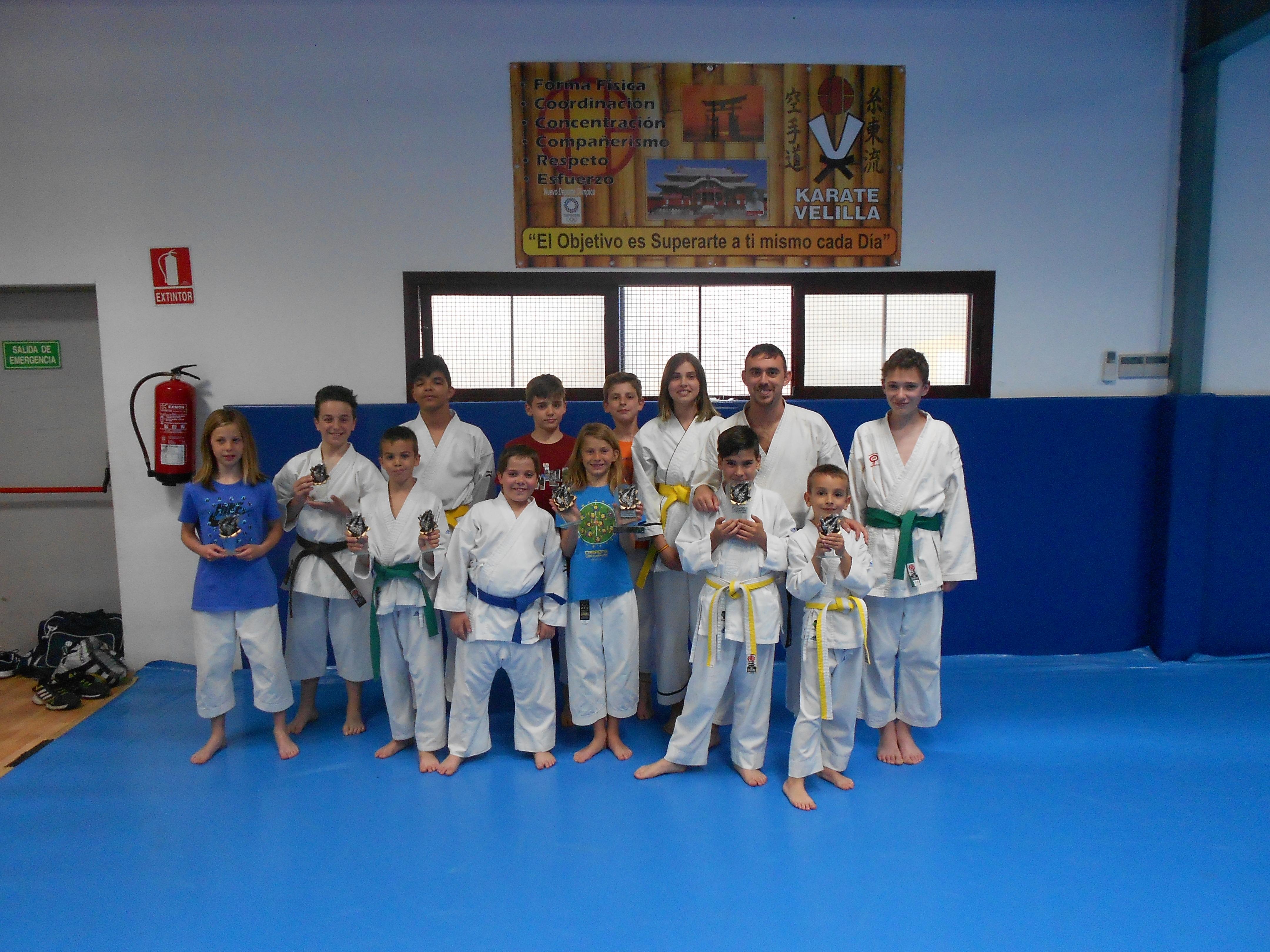 """El karate velillero logra diez trofeos en el Campeonato """"Villa de Mejorada"""""""