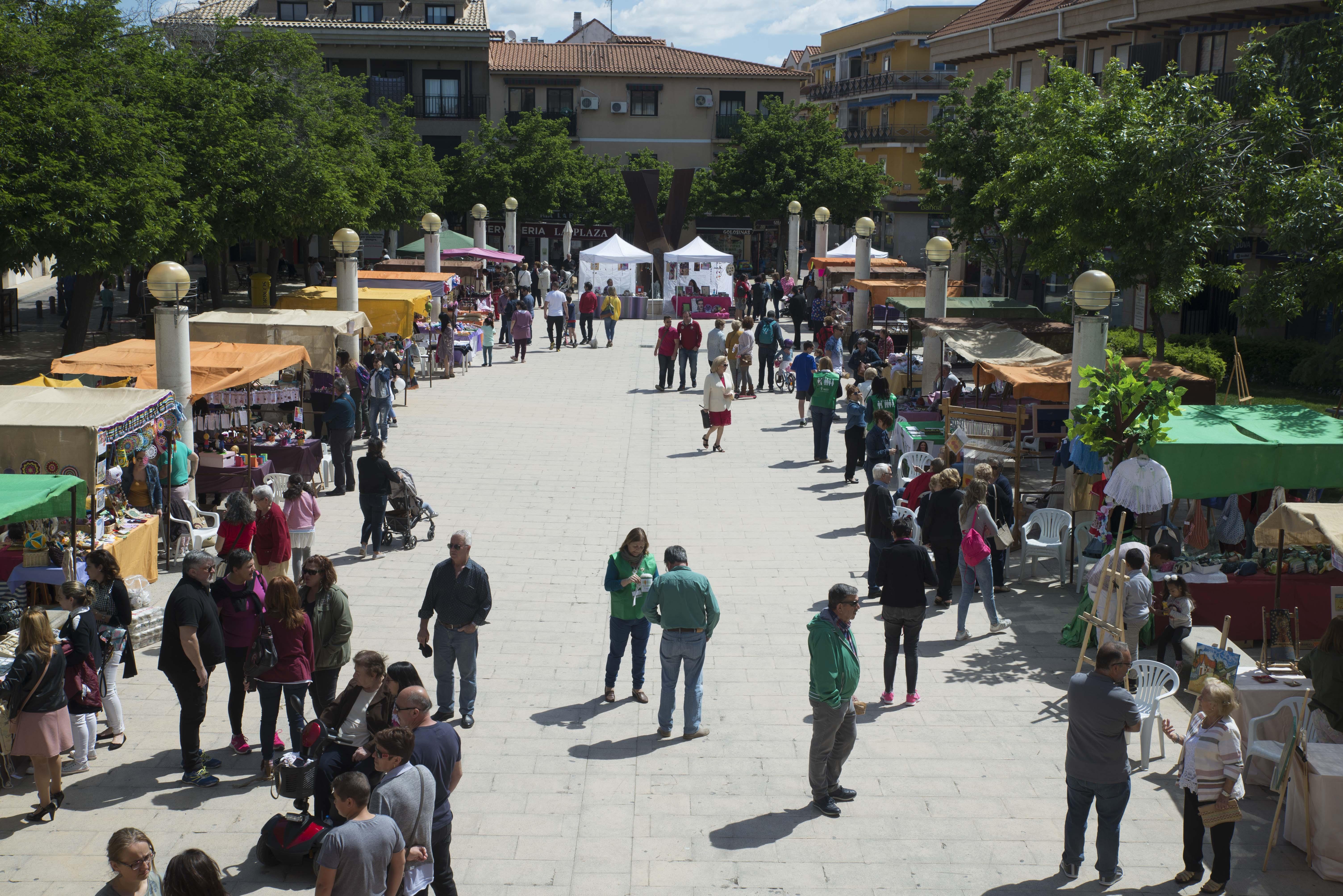 """Jornada de libros y artesanía en la Feria """"Encuéntrate"""" en Velilla"""