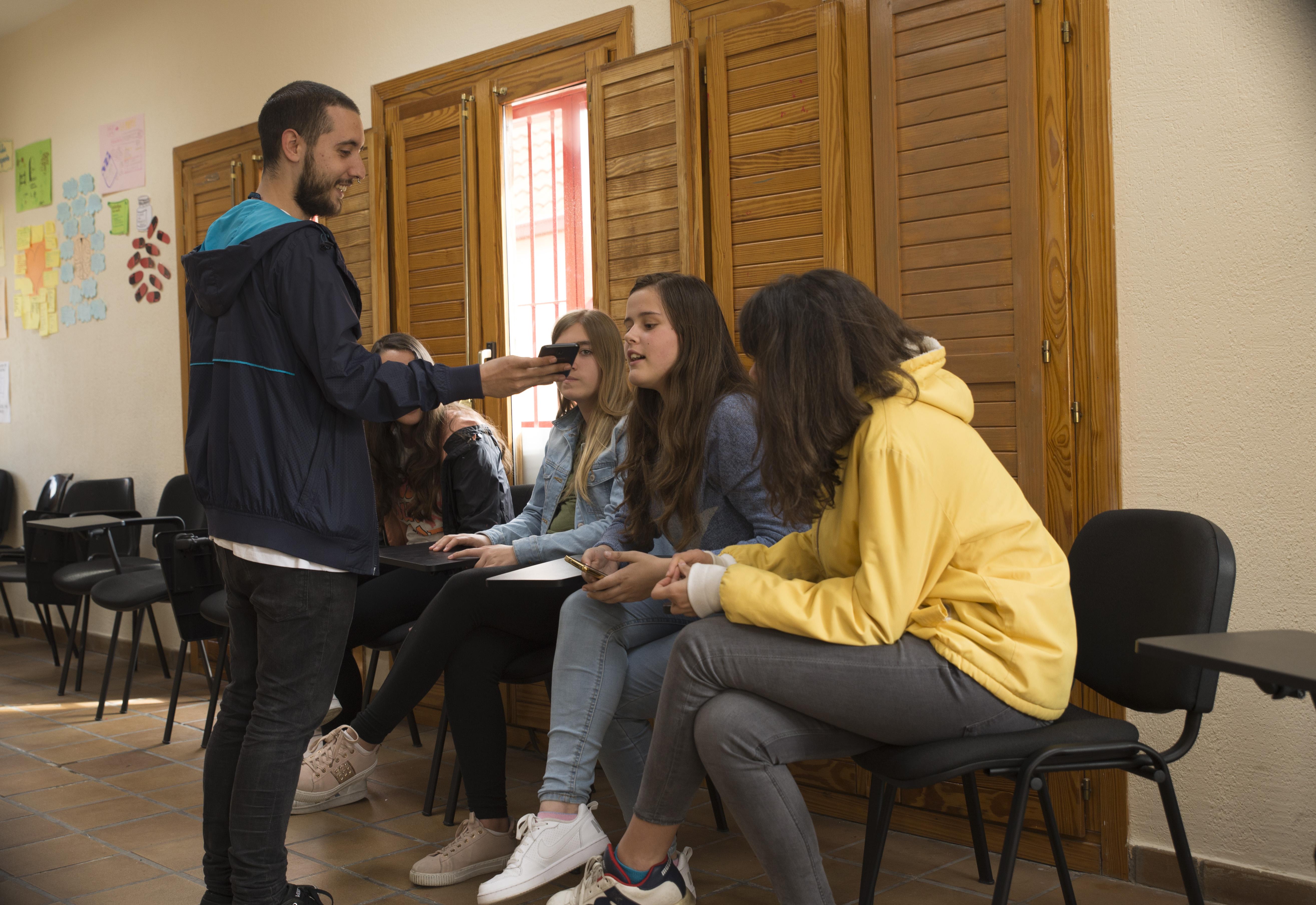 "La Casa de la Juventud acogió este miércoles una charla debate sobre el ""trap"""