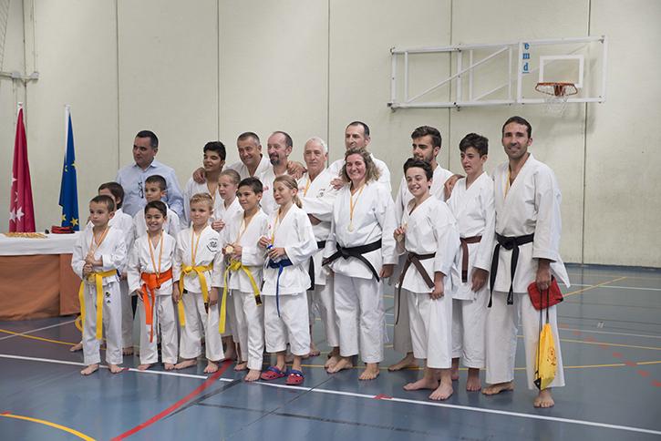 Exhibición de fin de curso de la escuela municipal de karate