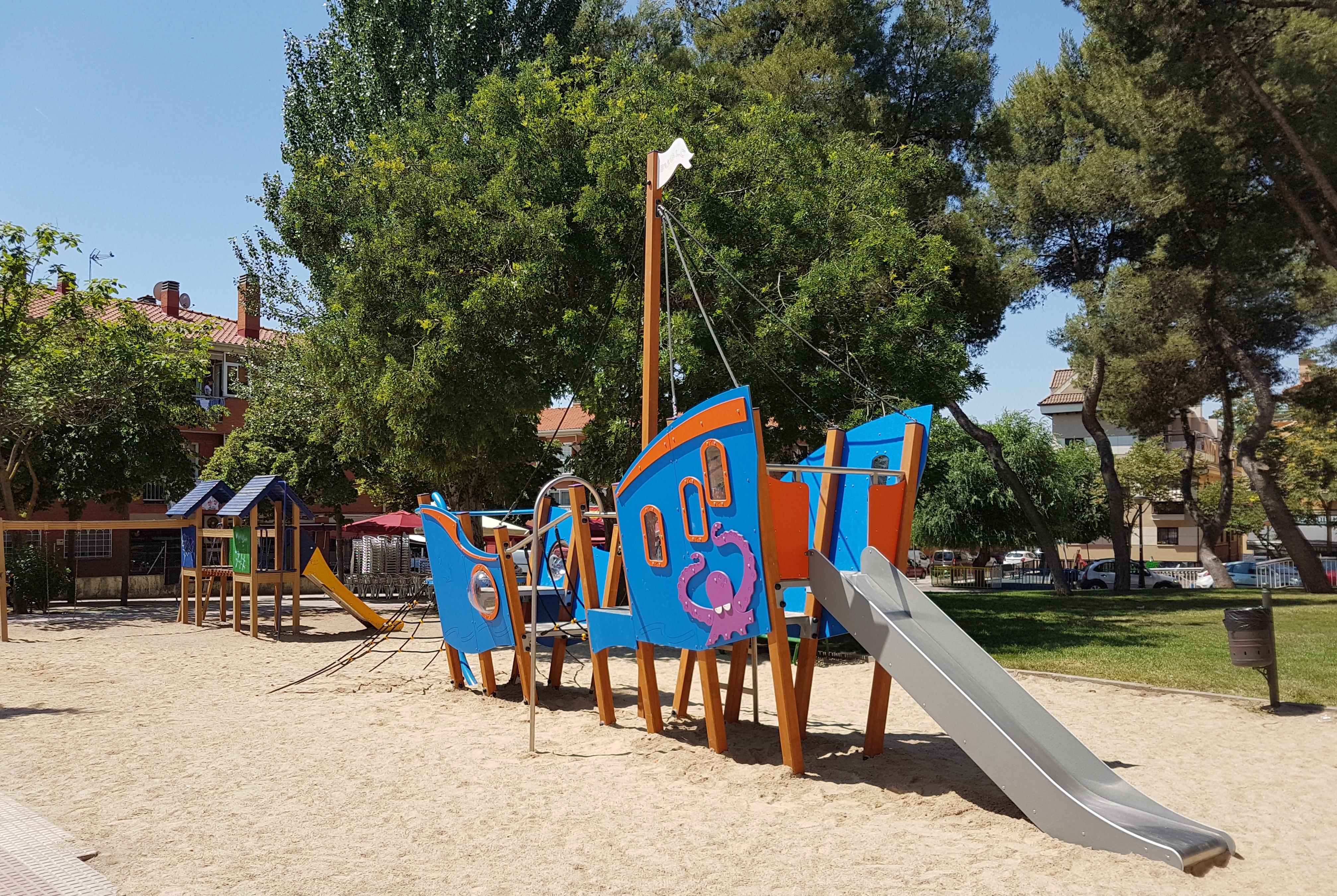 Nuevos juegos infantiles en el parque Sur