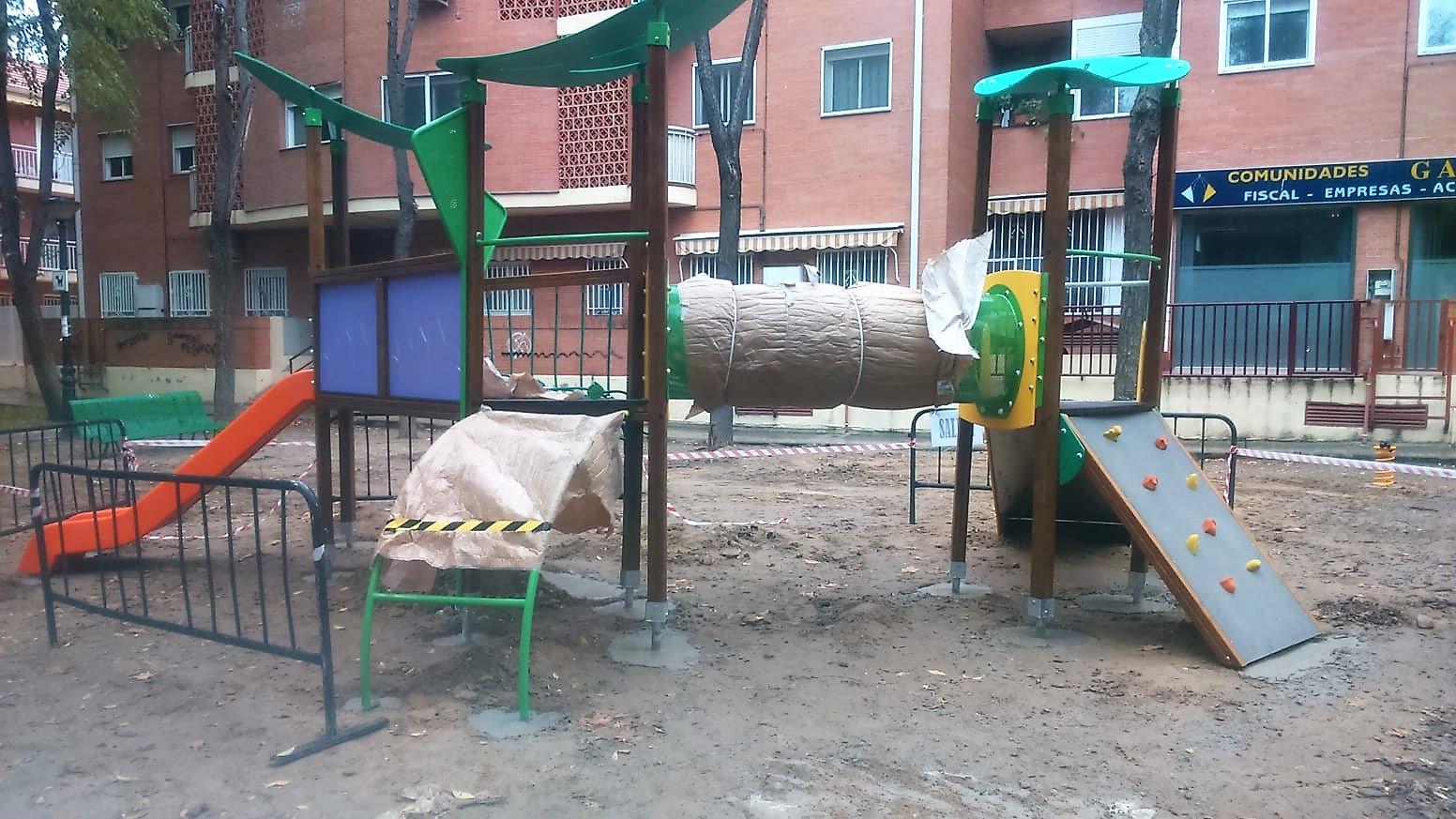 Continúan las inversiones para mejorar los parques infantiles de Velilla