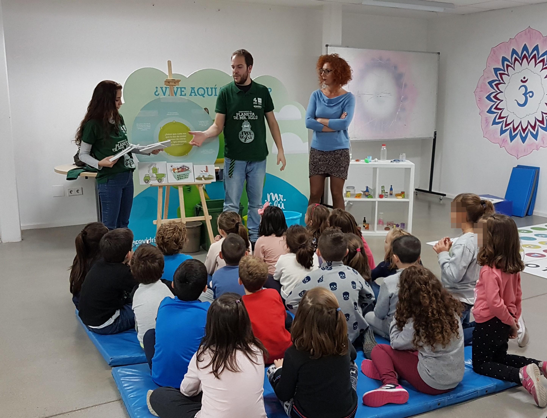 """Esta mañana han comenzado en la biblioteca las actividades de la Campaña """"Bienvenido al Planeta de Mr. Iglú"""""""