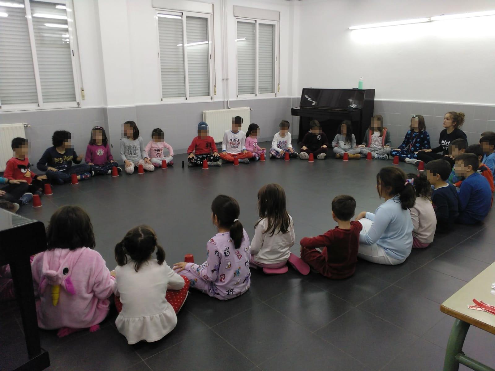 30 niños y niñas participaron en la Noche Musical de la EMMDT