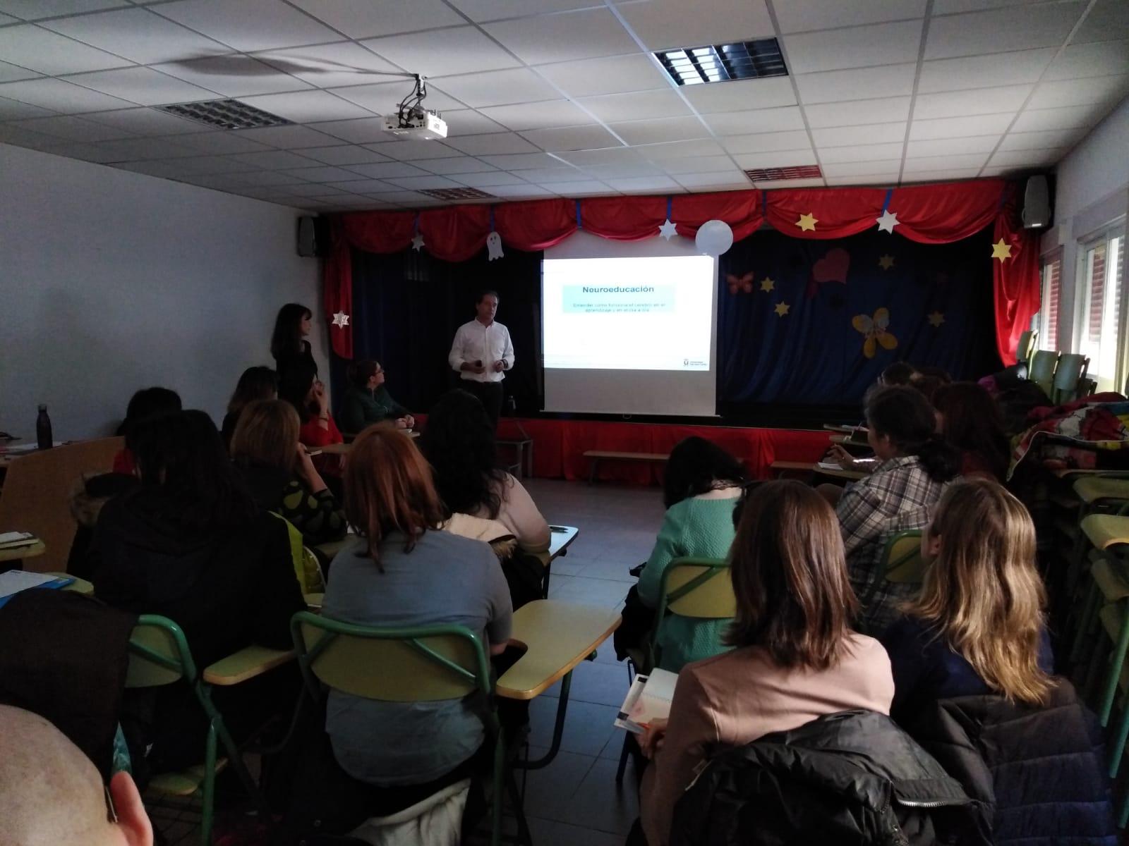 Éxito de participación en las jornadas de neurociencia educativa