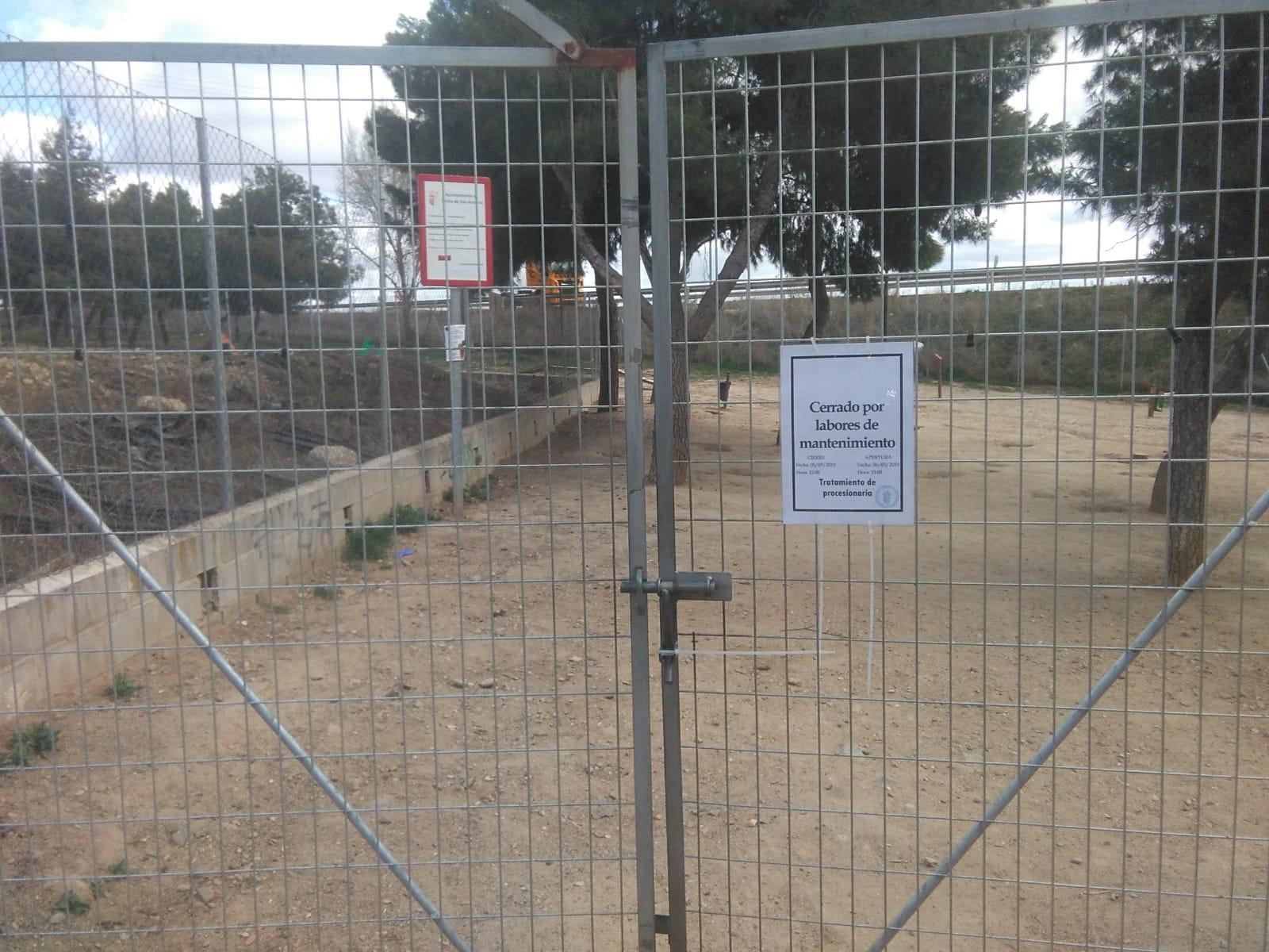 Aviso parque canino calle Frascuelo