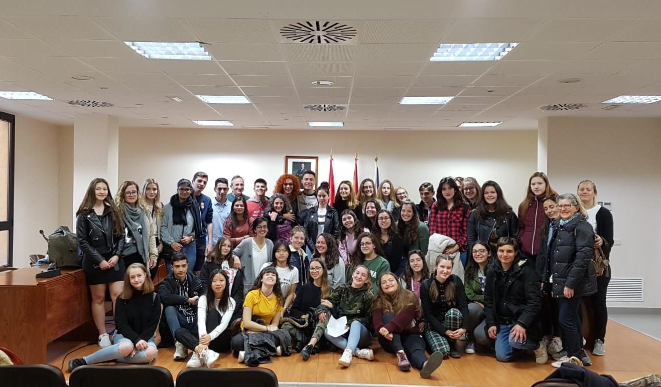 Los participantes en el programa Erasmus+ del IES Ana María Matute han visitado el Ayuntamiento de Velilla