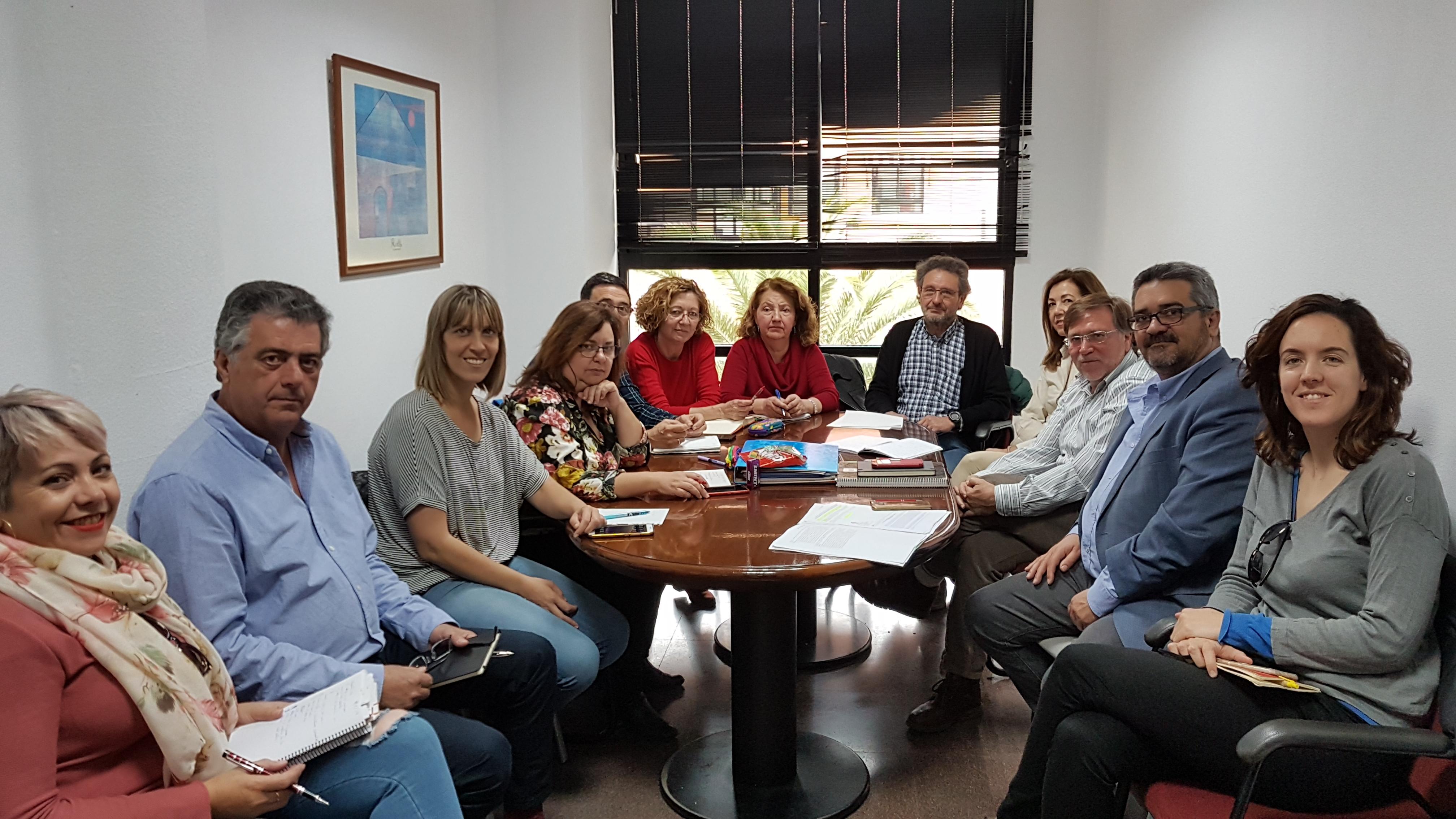 El grupo de municipios de la zona del sureste afectados por la mosca negra, se ha vuelto a reunir esta semana con representantes de la Federación Madrileña de Municipios en el Ayuntamiento de Velilla
