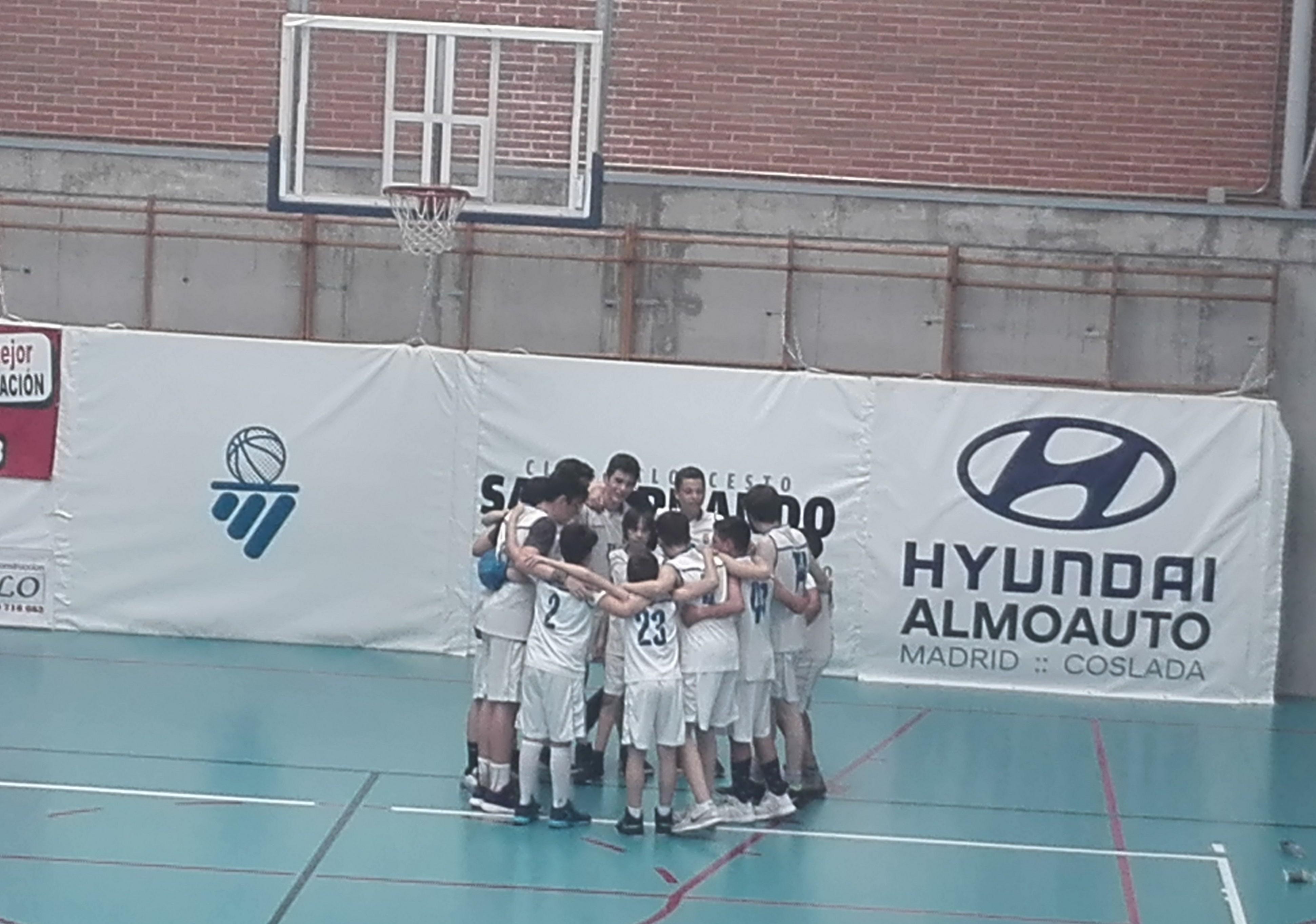 El equipo categoría infantil de la escuela municipal de baloncesto campeón del torneo fase zonal