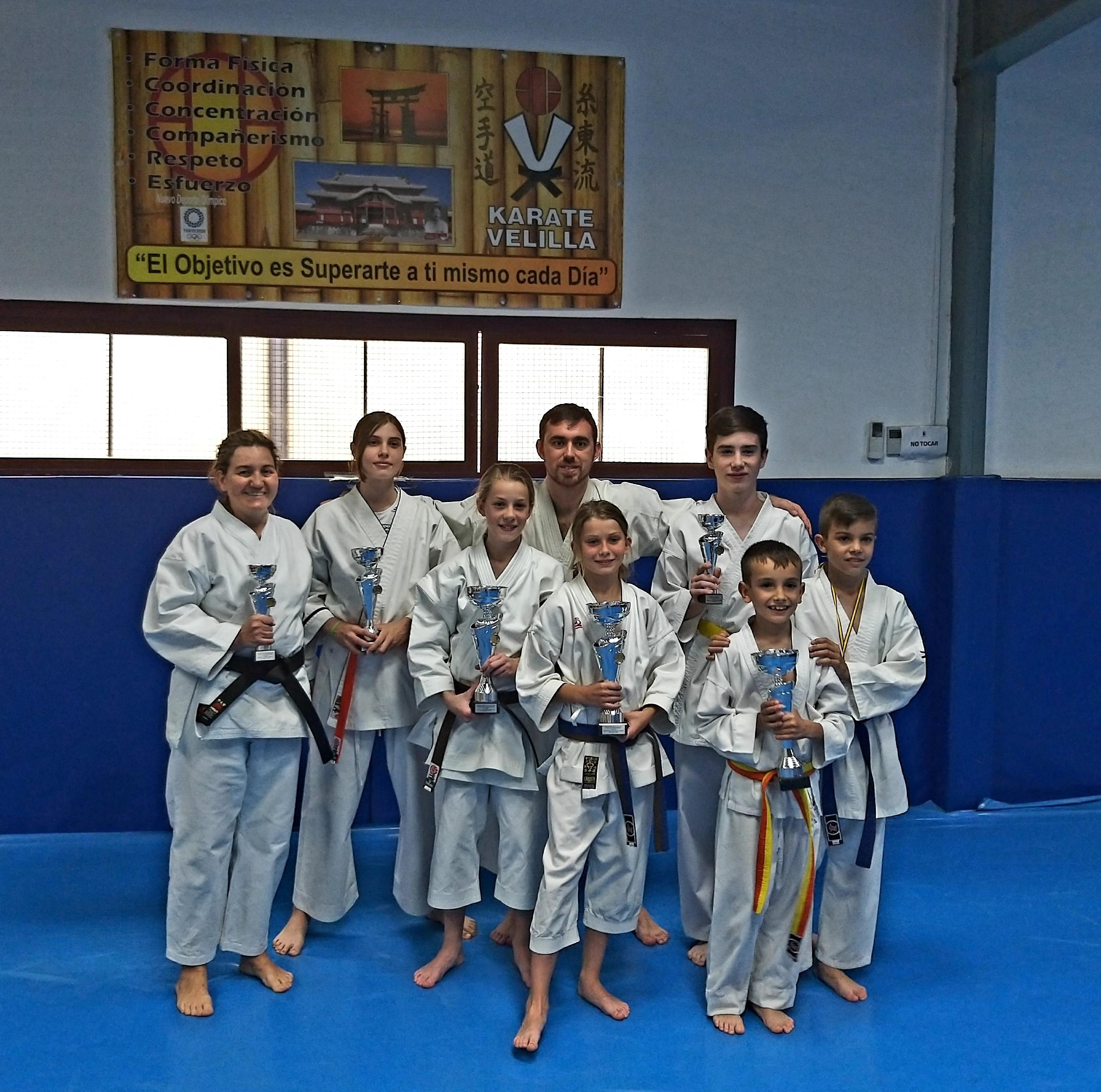 Los karatekas velilleros continúan cosechando éxitos