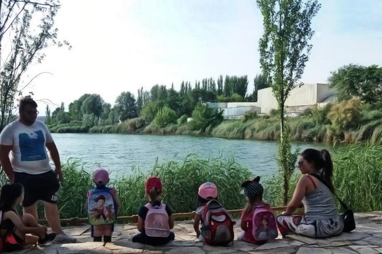 Las pequeñas exploradoras de la Casa de la Juventud celebraron el Día Mundial del Medio Ambiente en la laguna El Raso