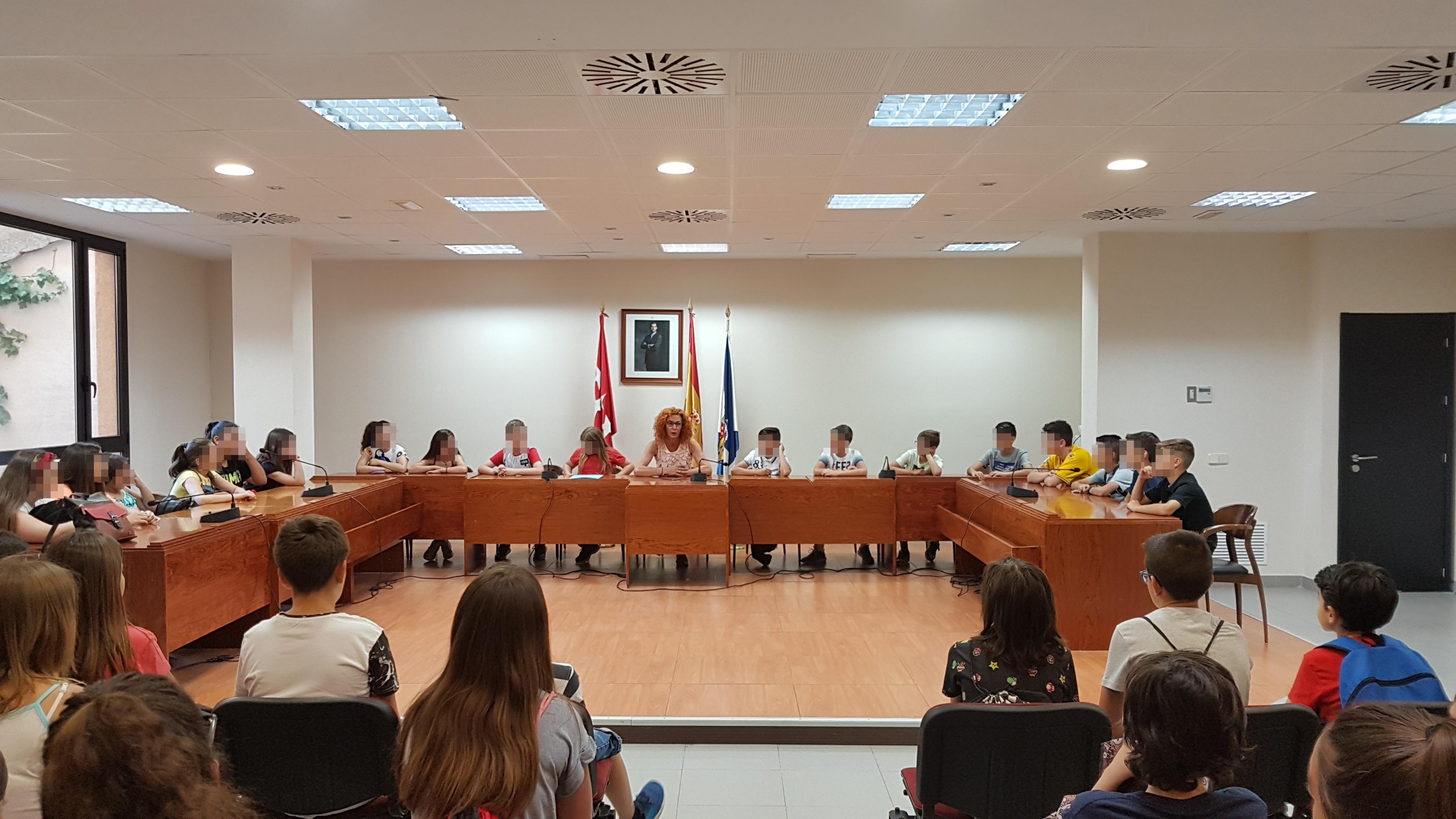 Alumnado del CEIP Francisco Tomás y Valiente ha visitado esta mañana el Ayuntamiento