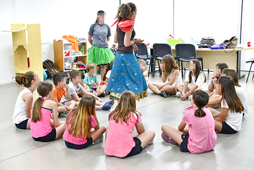 """Una veintena de niños y niñas disfrutaron de """"La noche de San Juan"""" en la biblioteca"""