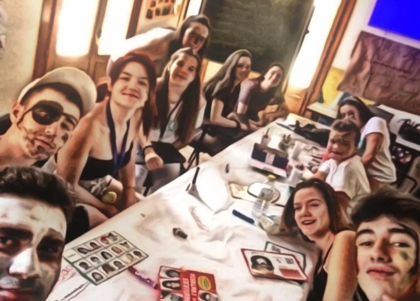 Ya ha comenzado el taller de maquillaje que se desarrollará durante los miércoles del mes de julio en la Casa de la Juventud