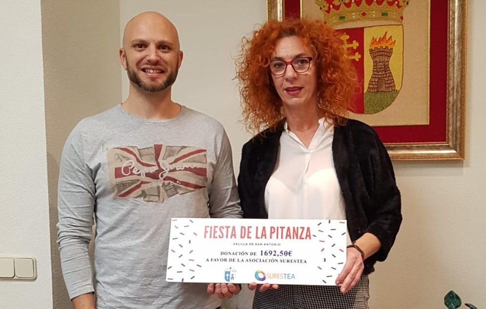 La Alcaldesa de Velilla entregó al Presidente de SuresTEA el cheque solidario de la recaudación de La Pitanza