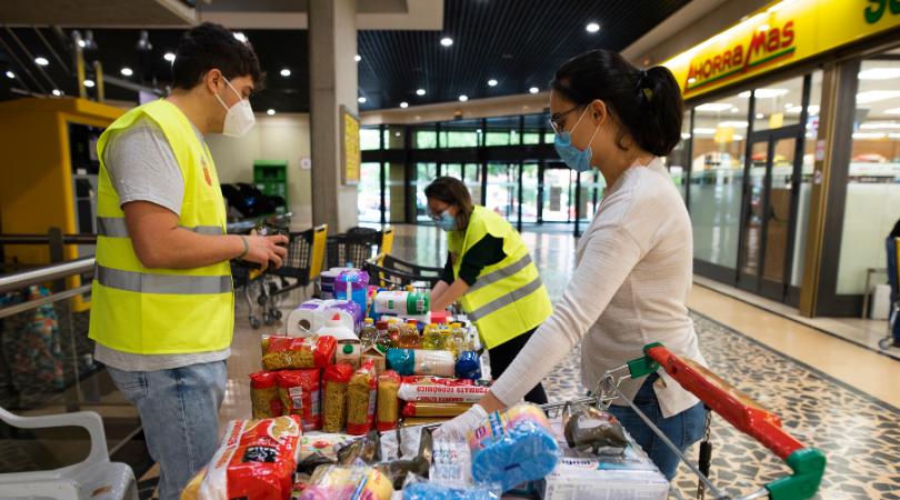 Los velilleros y velilleras se vuelcan con la recogida del Banco de Alimentos del Voluntariado Velillero