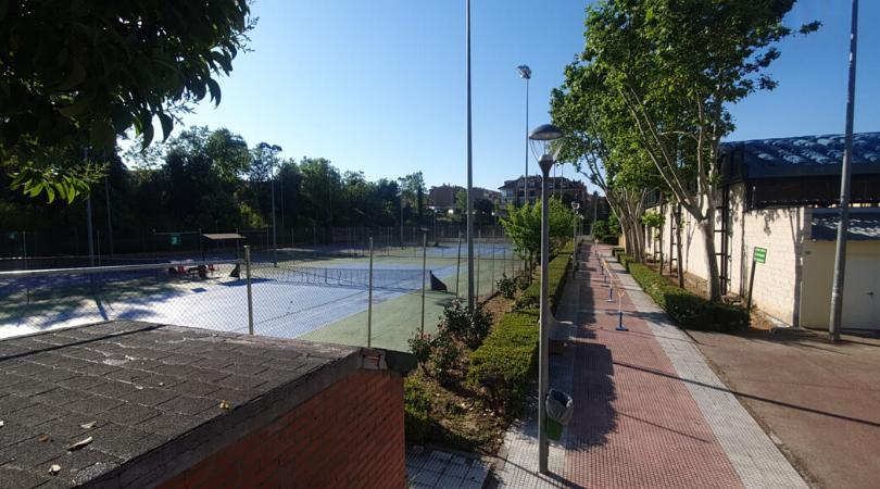Desde hoy 29 de mayo, las pistas de tenis y pádel de las Instalaciones Deportivas Municipales, abren sus puertas con reserva previa