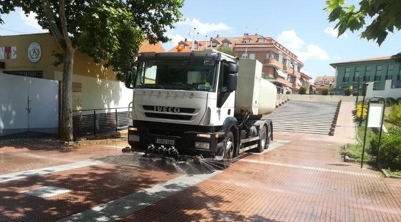 El Ayuntamiento continúa con los trabajos de desinfección preventiva en las calles y espacios públicos de Velilla para garantizar la seguridad y salud de todos los vecinos