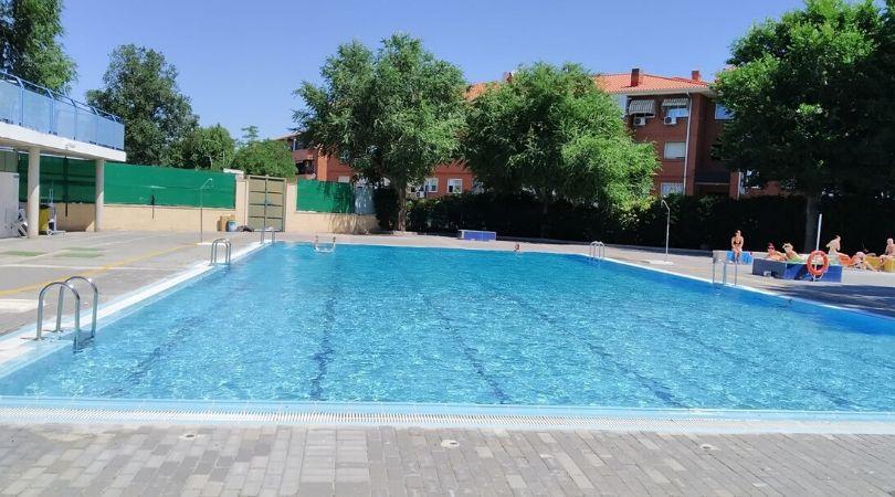 Hoy, la piscina municipal de verano de Velilla ha abierto sus puertas, con aforo limitado y reserva de entradas