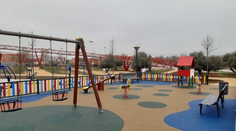 Esta mañana, la alcaldesa y el concejal de Urbanismo y Servicios Generales han visitado el nuevo parque del Sector XXIII que se abrirá al público hoy