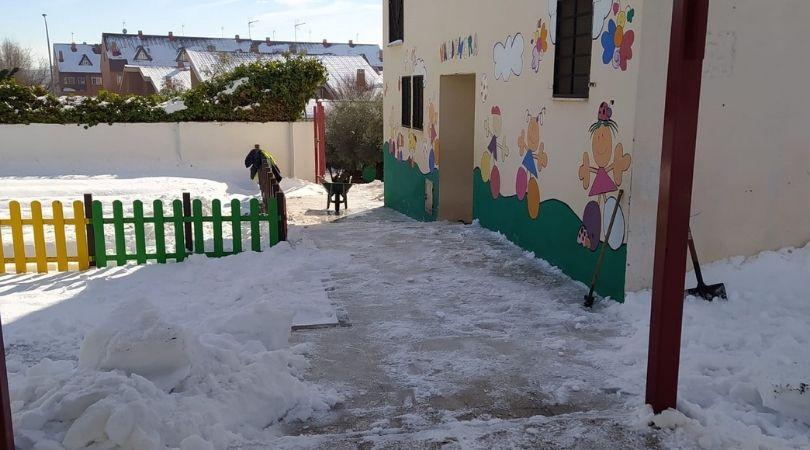 El Ayuntamiento prepara los colegios para su apertura después del temporal