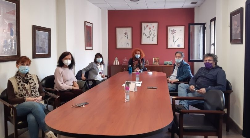 La alcaldesa se reunió ayer con representantes de la Asociación Escuela Sansana