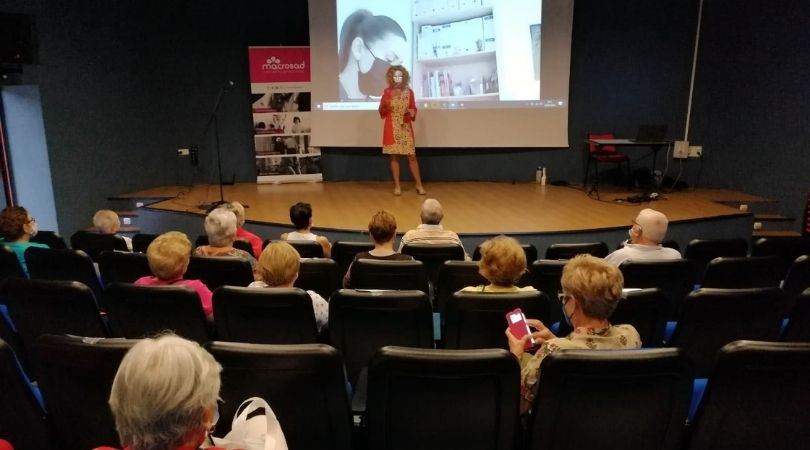 """Esta mañana se ha celebrado en el Auditorio Mariana Pineda la charla """"Prevención y mejora de la seguridad de nuestros mayores"""""""