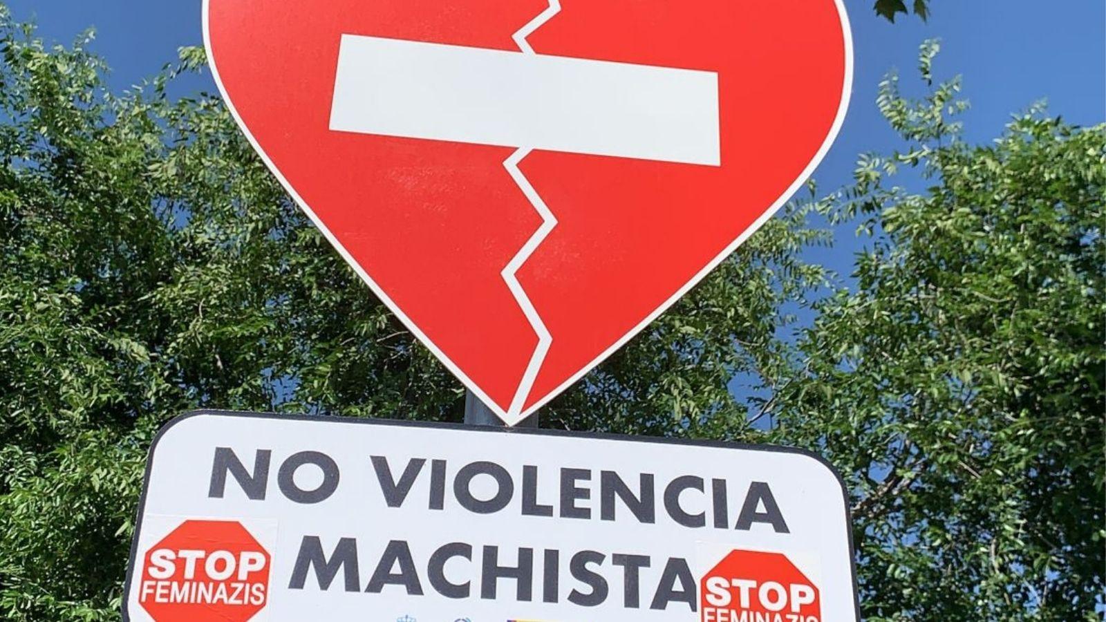 Vandalismo en algunas de las señales contra la violencia machista