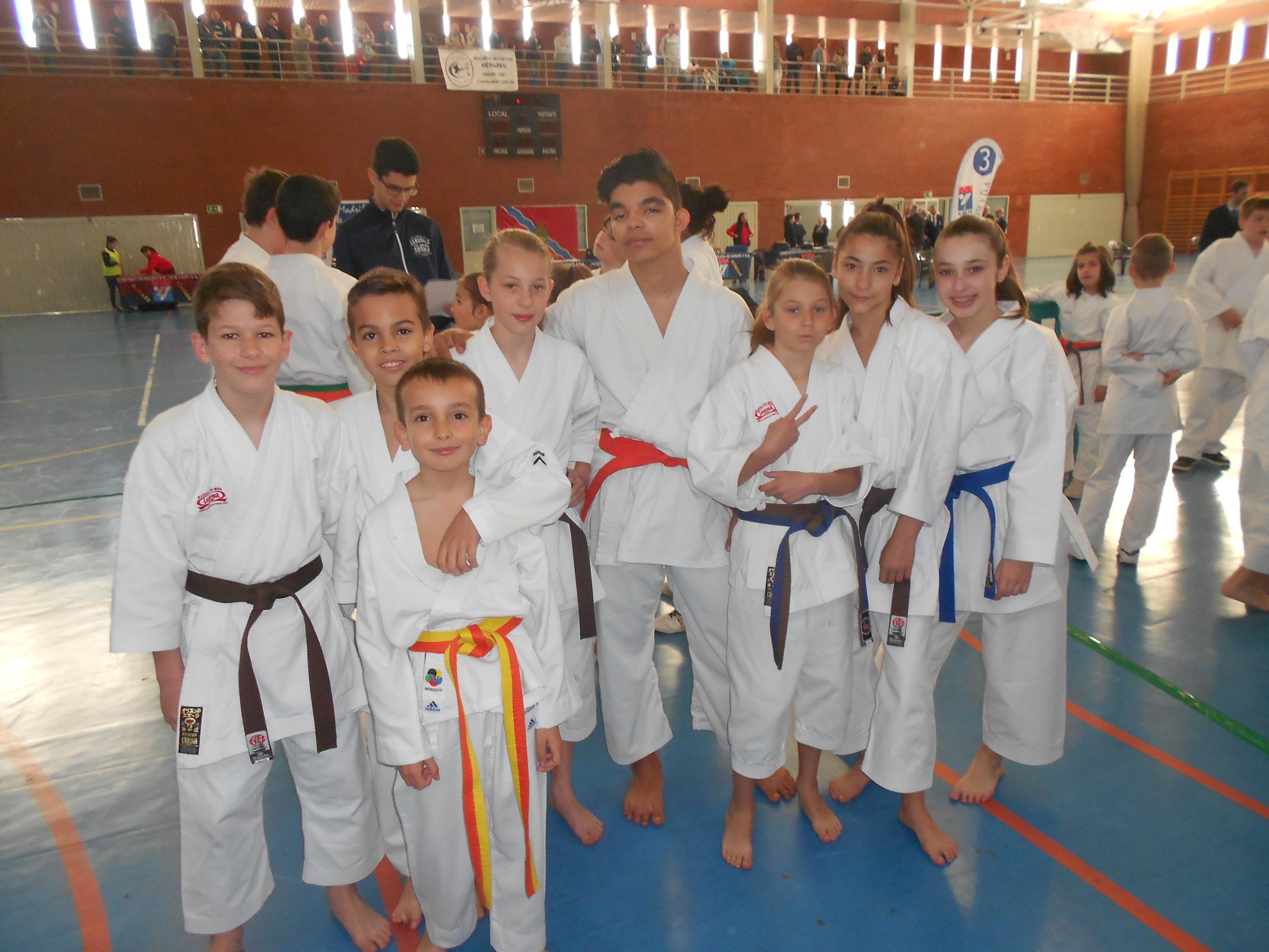 Siete karatekas velilleros clasificados para la fase zonal del karate autonómico