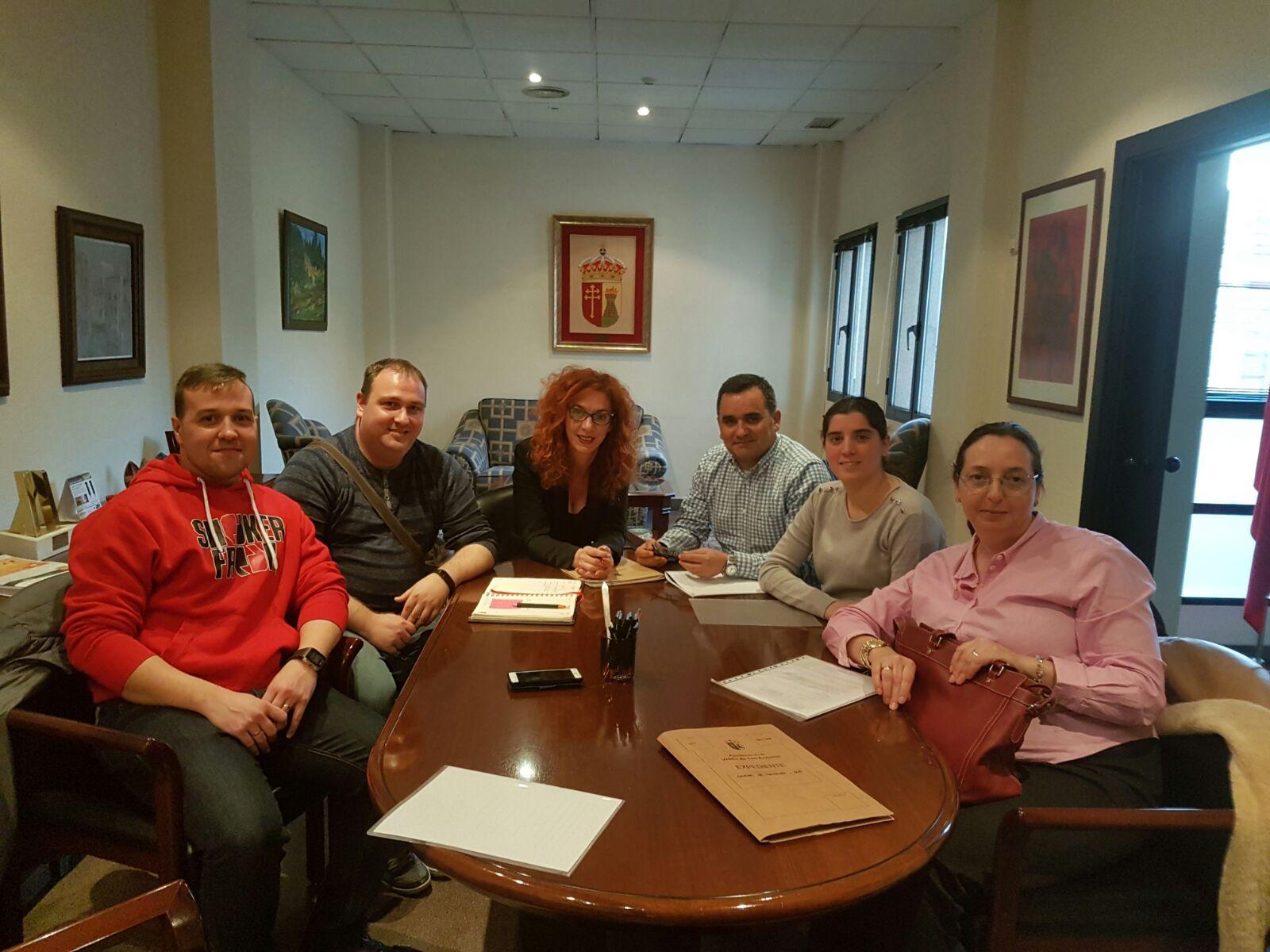 El Equipo de Gobierno Municipal se reúne con los vecinos del sector XXIII
