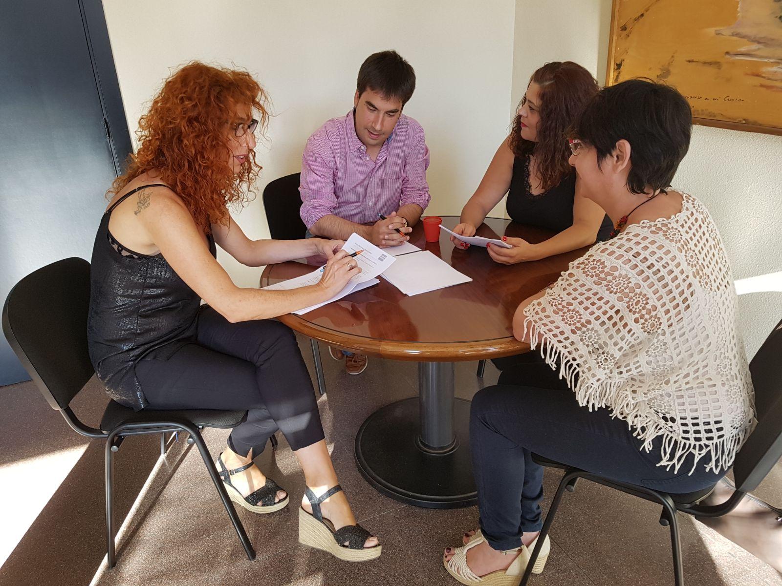 La alcaldesa de Velilla se reunió con el alcalde de Mejorada para plantear la creación de un acceso peatonal entre ambos municipios