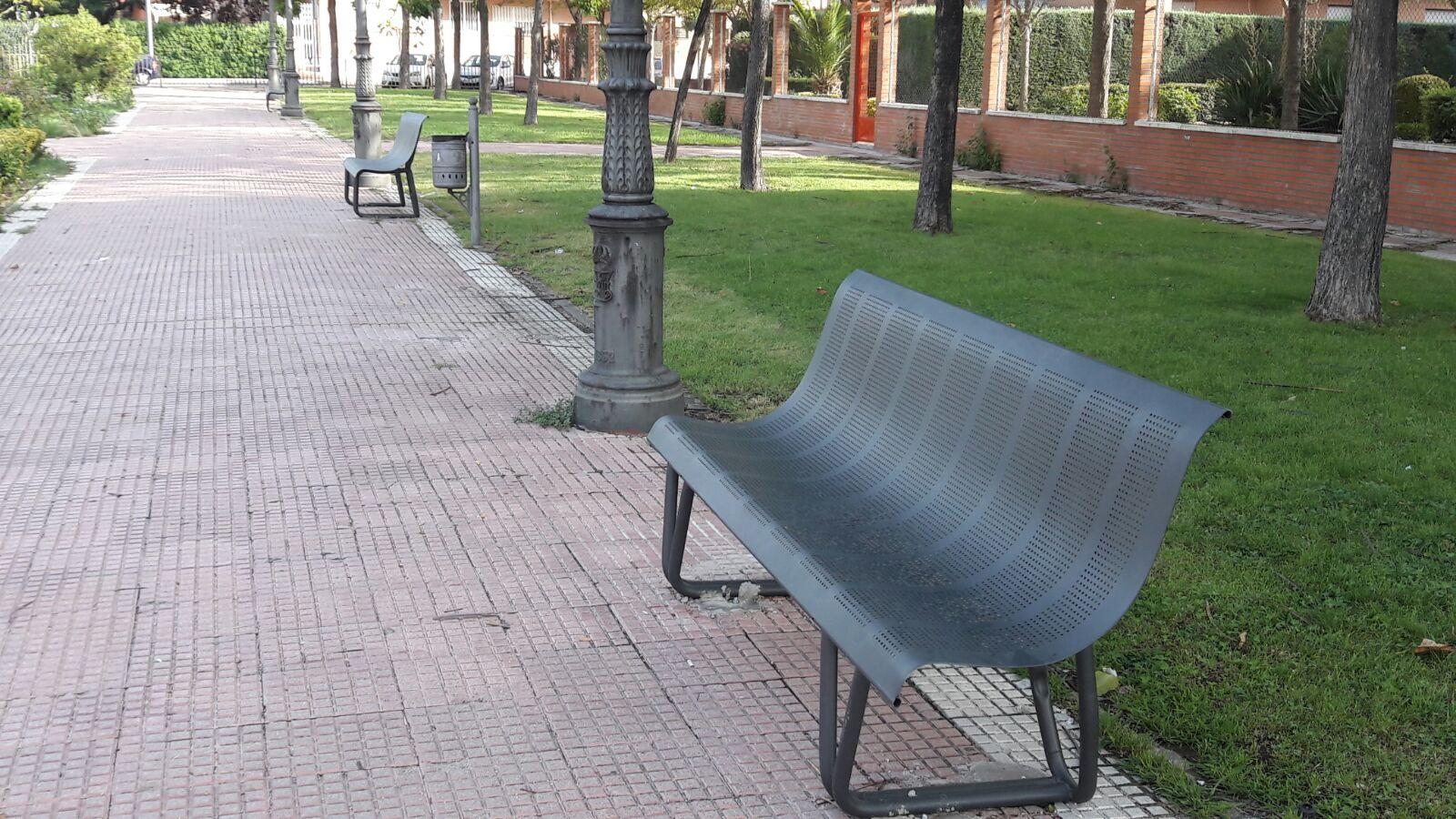 Nuevos bancos en el Parque del Triángulo Azul