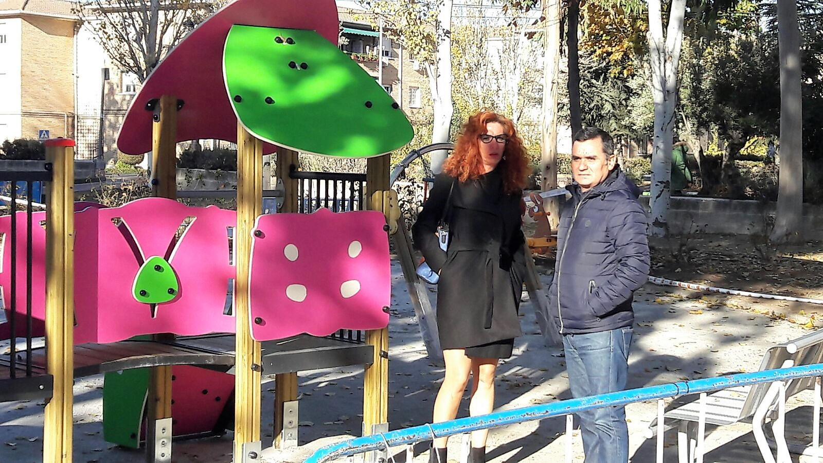 La Alcaldesa de Velilla y el Concejal de Parques y Jardines visitan las obras del parque Catalina Muñoz