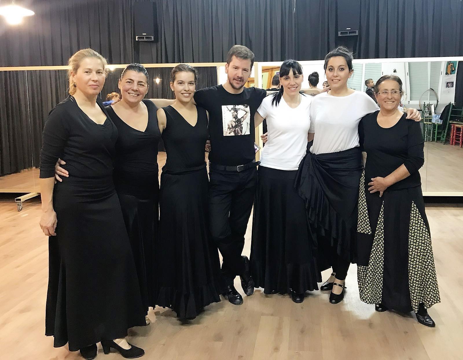 Ayer las alumnas de danza española asistieron a una masterclass a cargo de Jose Maldonado