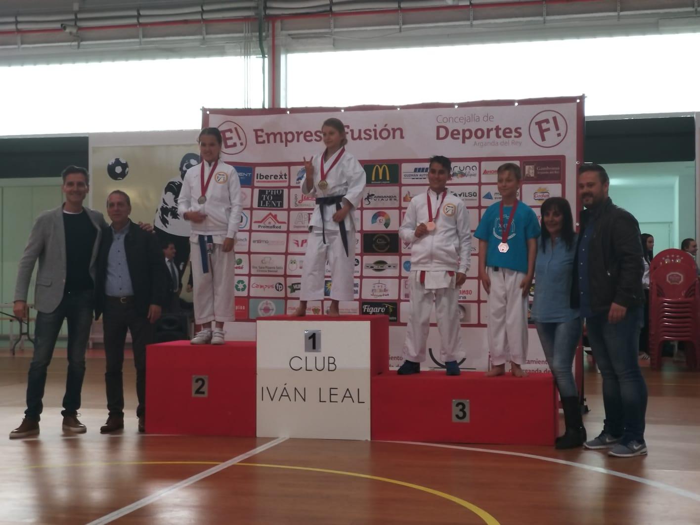 Excelentes resultados de las karatekas velilleras en las Olimpiadas Escolares