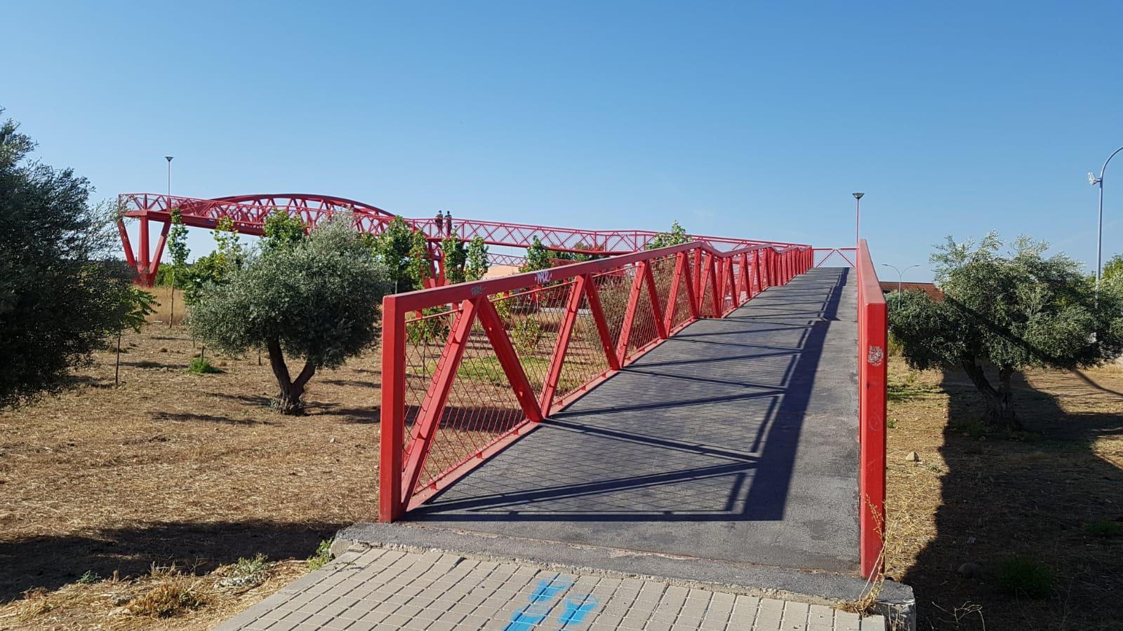 Obras en la pasarela peatonal del Sector XXIII