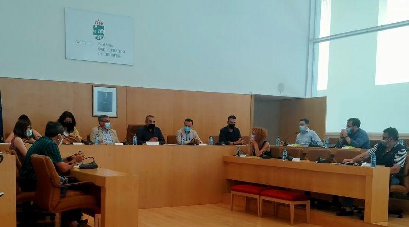 La alcaldesa de Velilla asistió ayer a una reunión para establecer una alianza por la recuperación del río Jarama