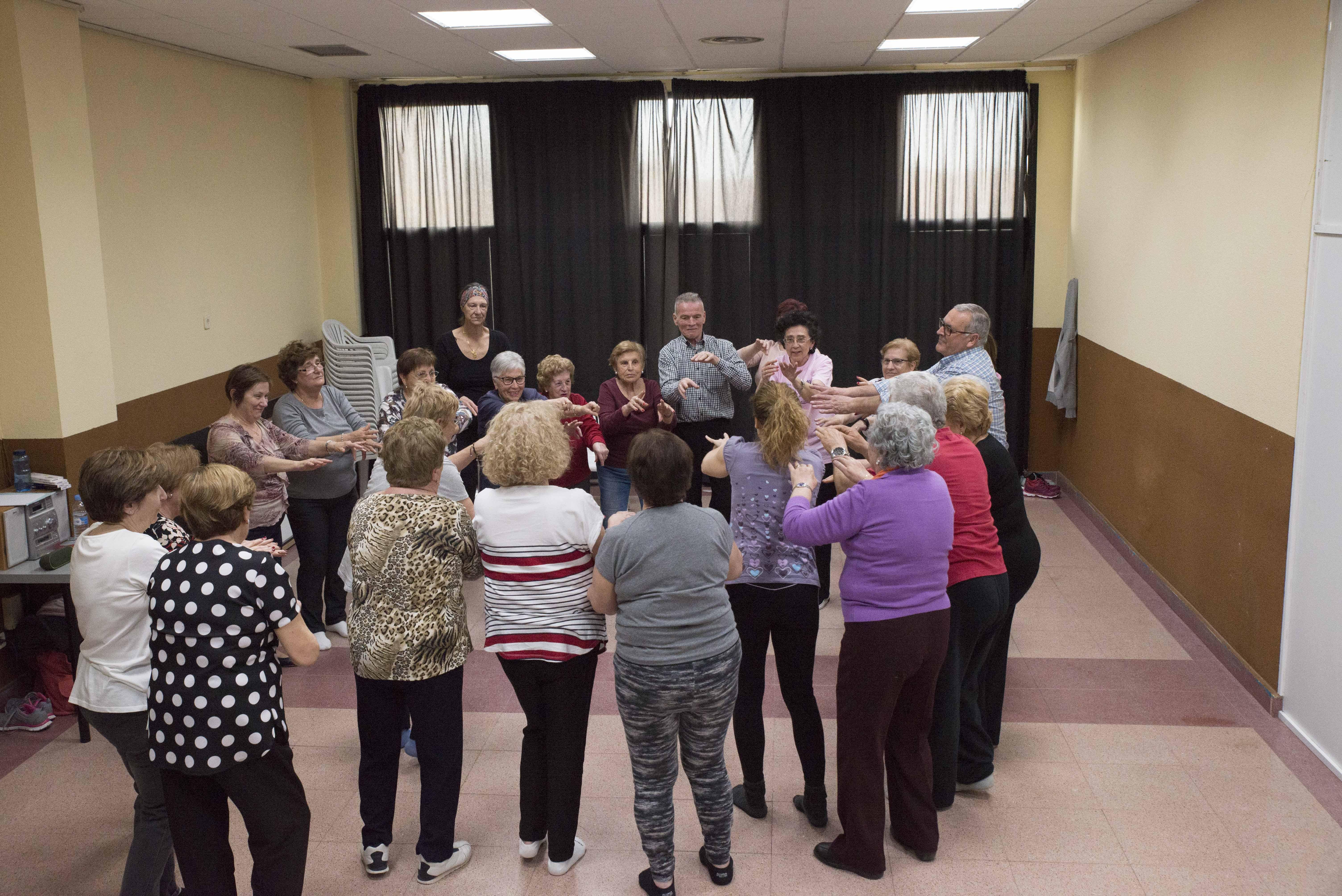 Comienza el taller de bailoterapia en el Hogar del Mayor