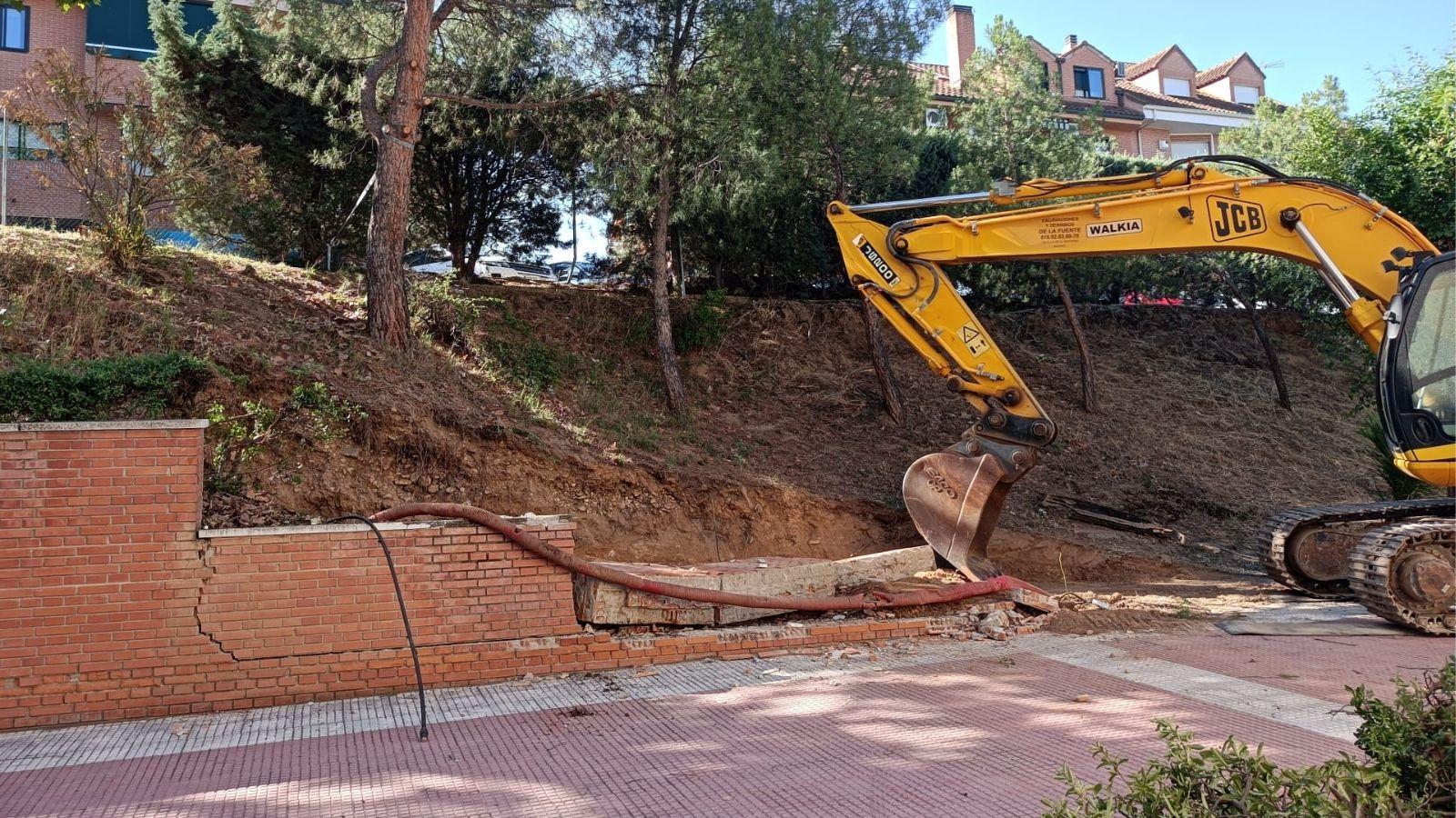 Iniciación de la obra del muro del polideportivo