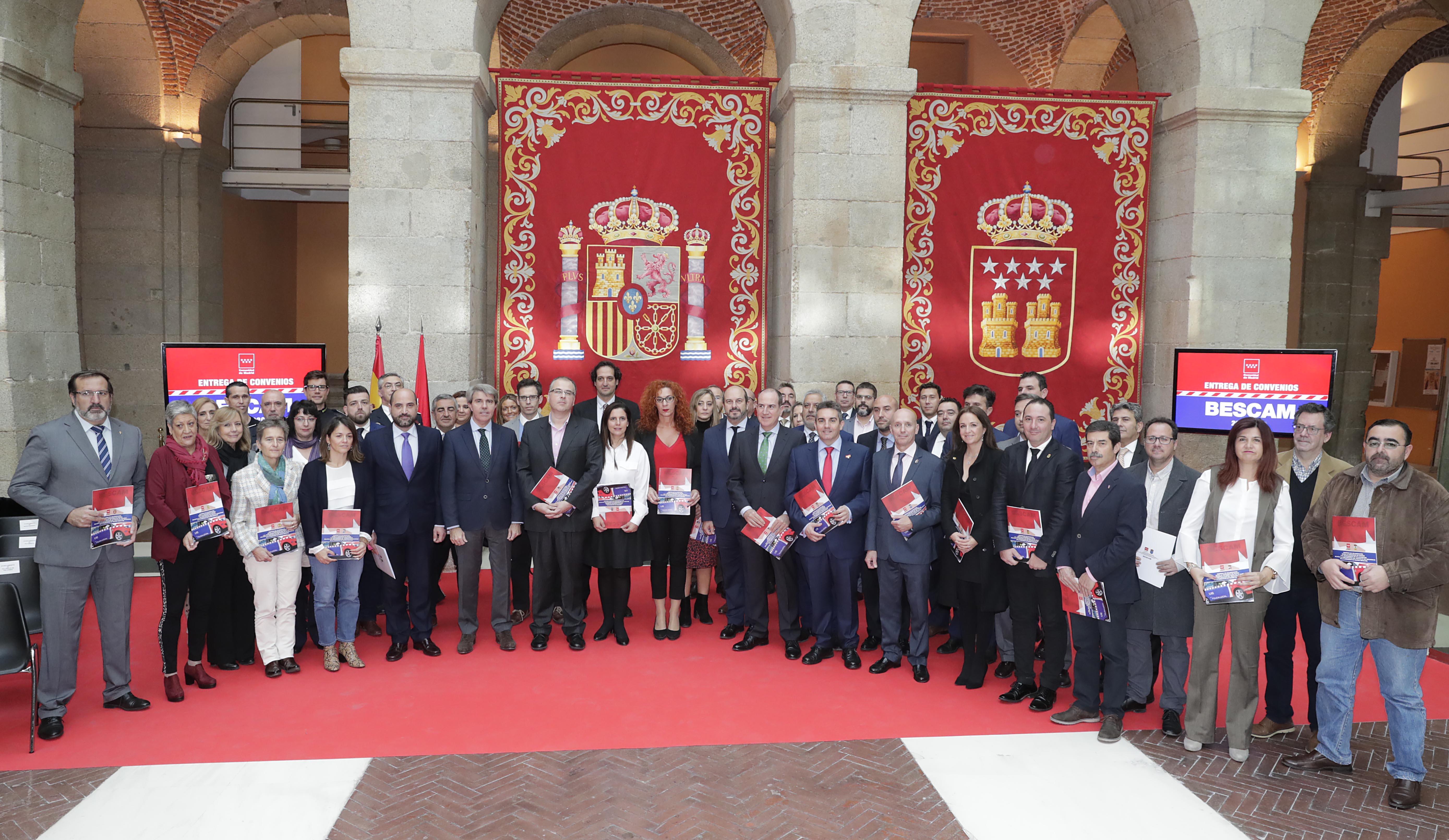 La Alcaldesa de Velilla recogió ayer el convenio de colaboración de la BESCAM