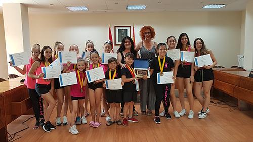 Las chicas y chicos de la Escuela de Danza Esmeralda regresan del Dance World Cup con 18 medallas