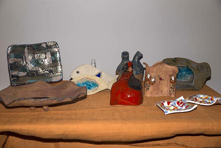 La sala de exposiciones Adolfo Suárez acogió la exposición de cerámica de la Asociación de Vecinos
