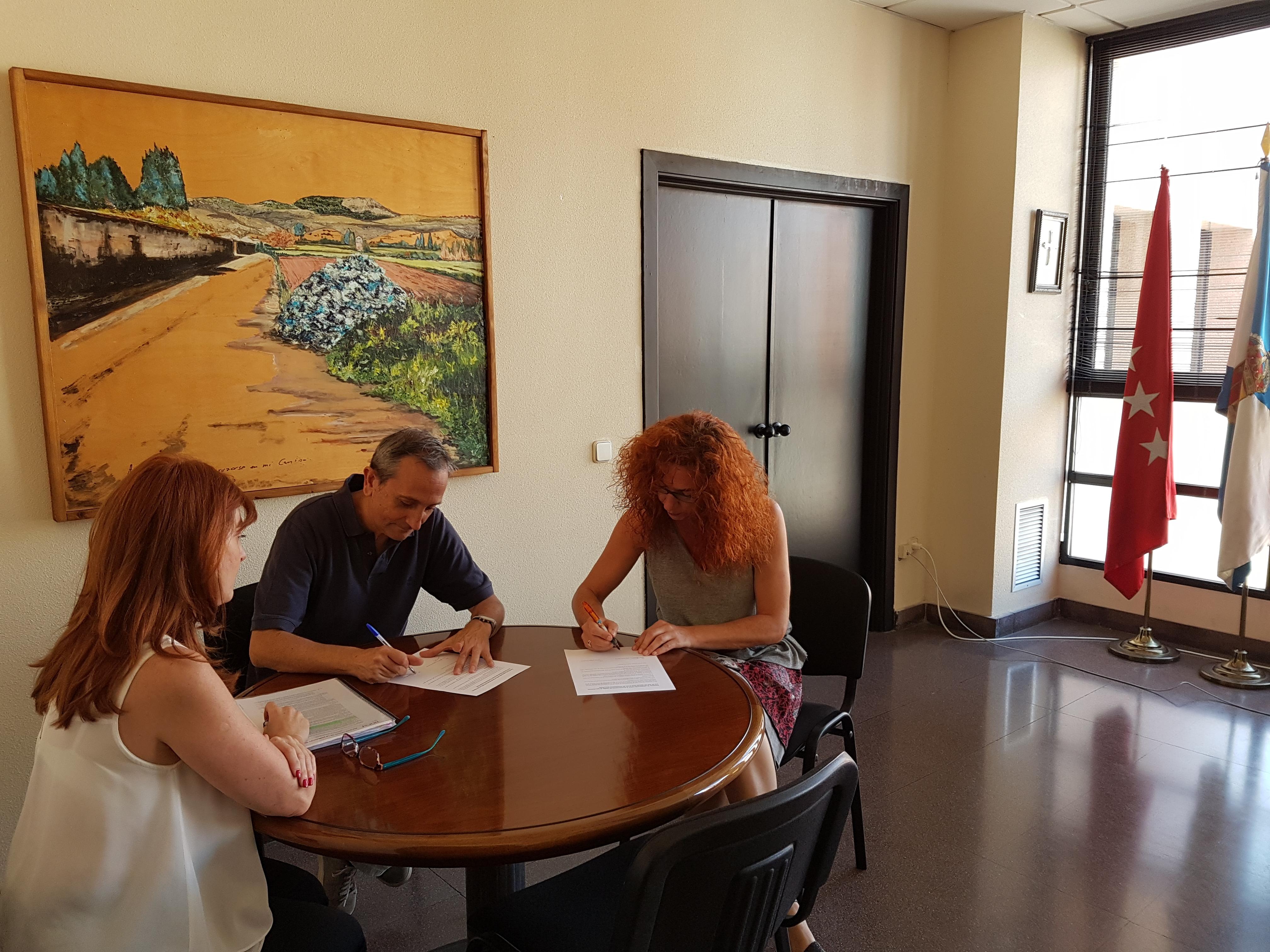 El Ayuntamiento y el IES firman un convenio para el uso de las Instalaciones Deportivas Municipales