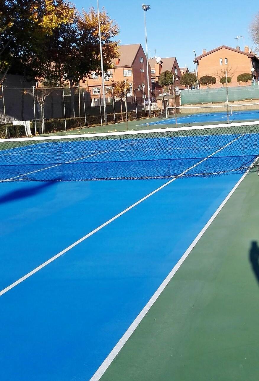 Finalizadas las obras de las pistas de tenis, comienzan las obras de reparación de las pistas de pádel