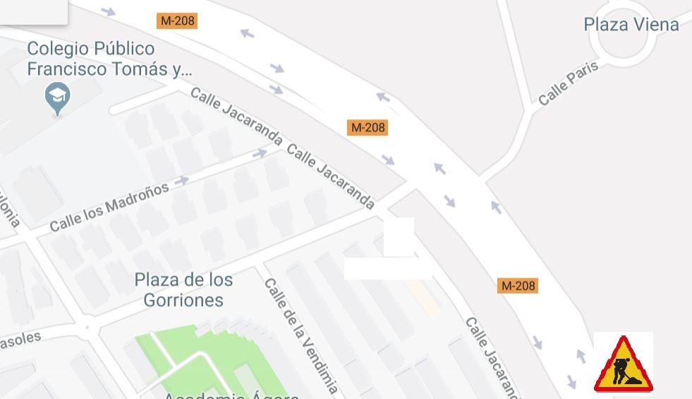 Obras en la vía de servicio de la M-208 dirección Madrid